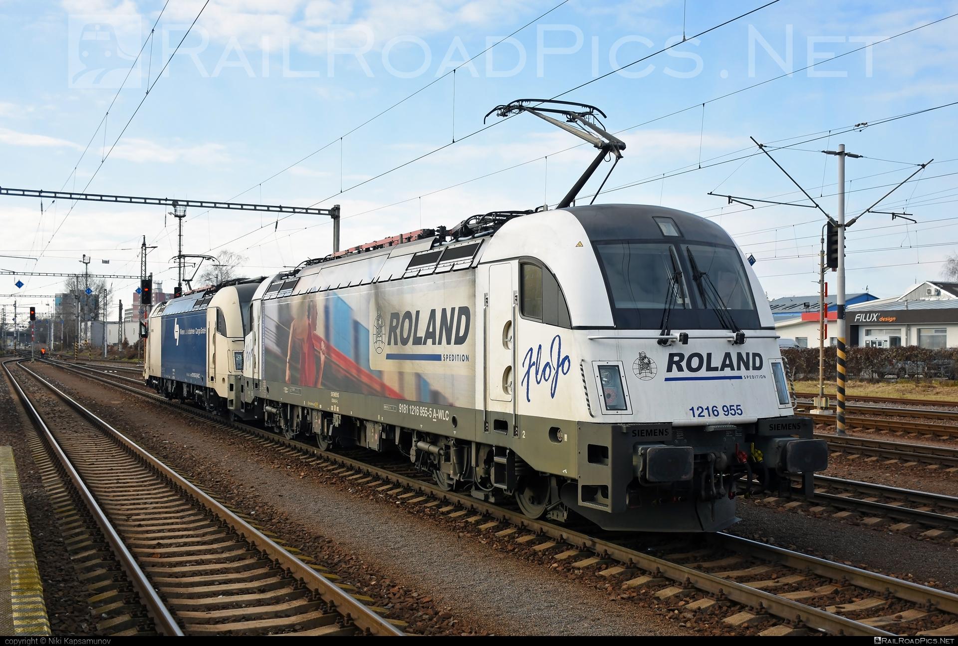 Siemens ES 64 U4 - 1216 955 operated by Wiener Lokalbahnen Cargo GmbH #FloJo #es64 #es64u #es64u4 #eurosprinter #roland #rolandspedition #siemens #siemenses64 #siemenses64u #siemenses64u4 #siemenstaurus #taurus #tauruslocomotive #wienerlokalbahnencargo #wienerlokalbahnencargogmbh #wlc