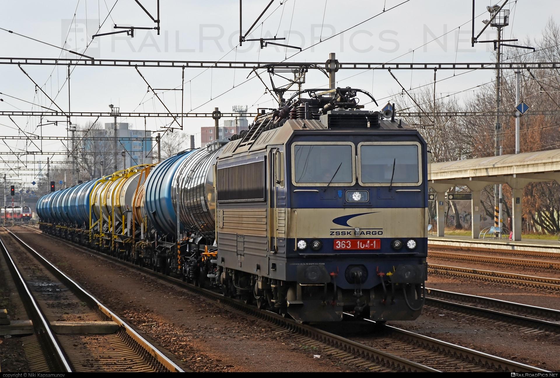 Škoda 69E - 363 104-1 operated by Železničná Spoločnost' Cargo Slovakia a.s. #ZeleznicnaSpolocnostCargoSlovakia #es4991 #eso #kesselwagen #locomotive363 #skoda #skoda69e #tankwagon #zsskcargo