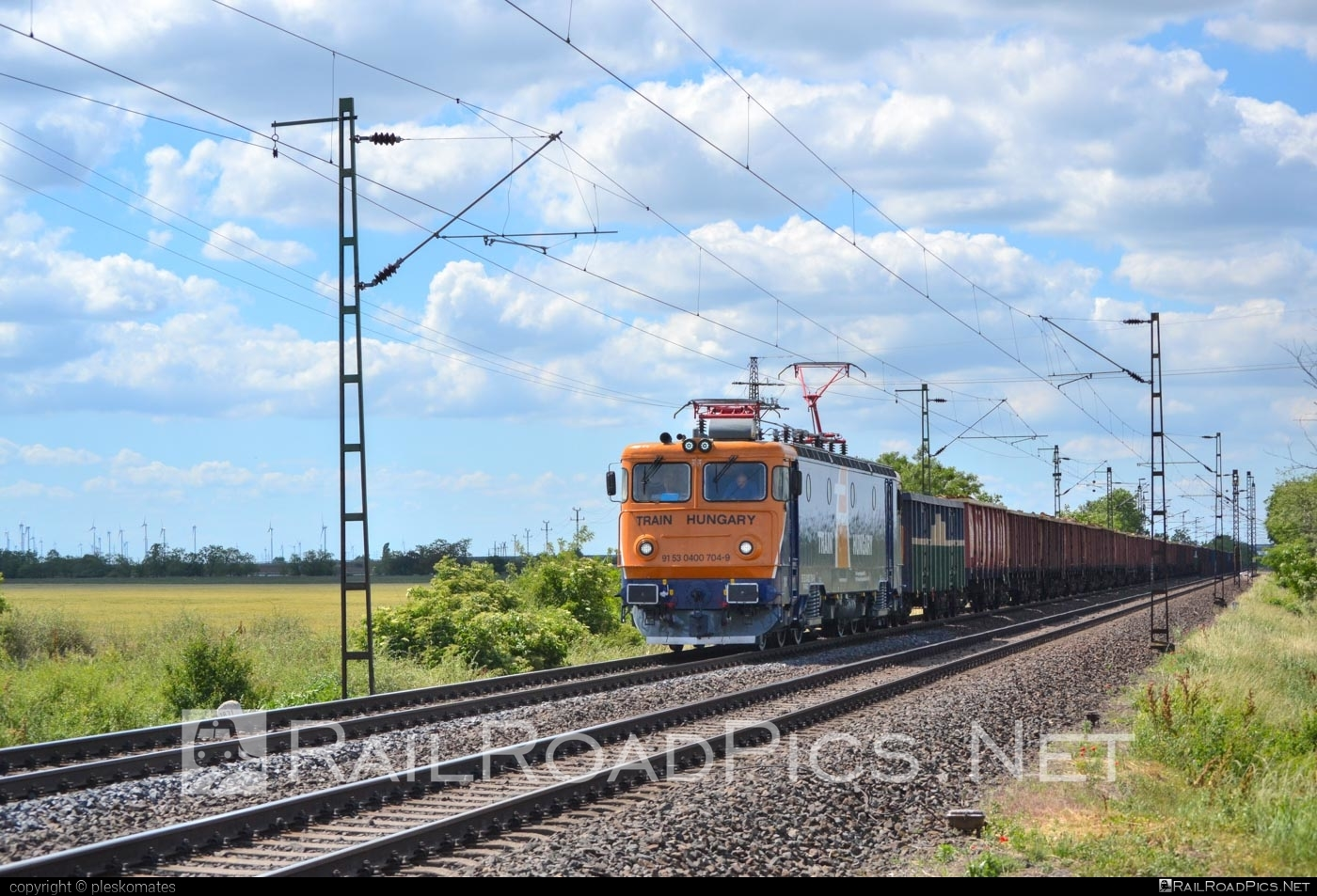 Electroputere LE 5100 - 0400 704 - 9 operated by Train Hungary Magánvasút Kft #electroputere #electroputerecraiova #electroputerele5100 #electroputerelele5100 #koncar #le5100 #openwagon