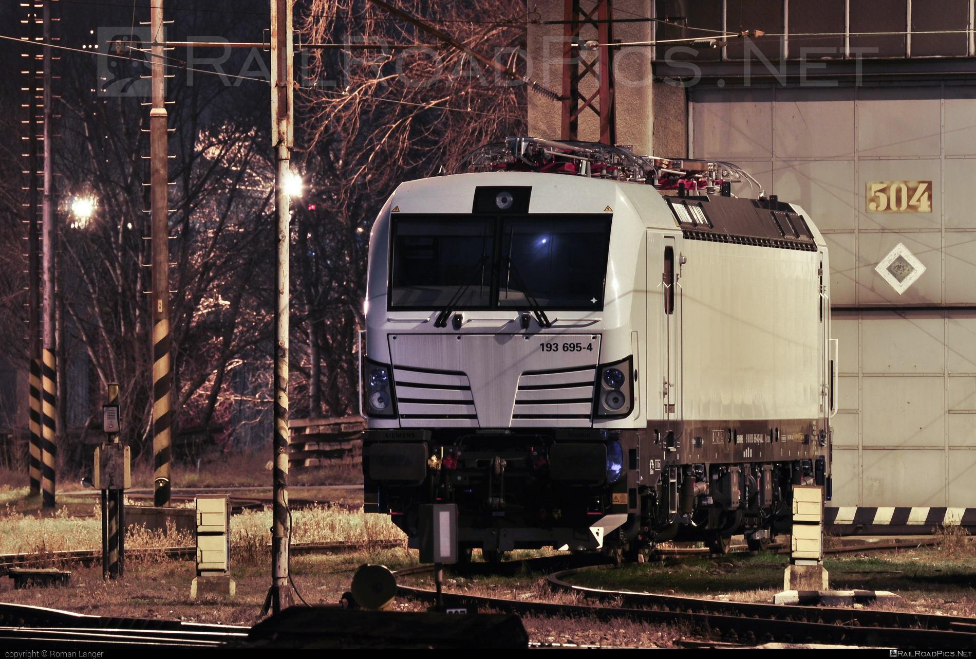 Siemens Vectron MS - 193 695-4 operated by Unknown #RollingStockLease #RollingStockLeaseSro #raill #siemens #siemensvectron #siemensvectronms #vectron #vectronms