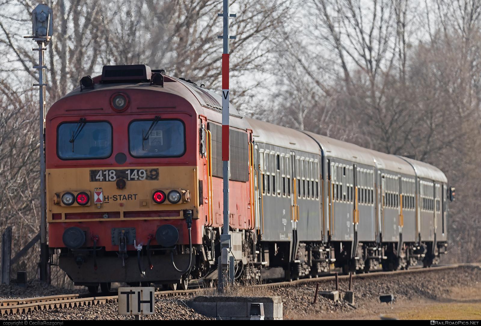 Ganz-MÁVAG DHM7-5 - 418 149 operated by MÁV-START ZRt. #dhm7 #dhm75 #ganzm41 #ganzmavag #ganzmavag418 #ganzmavagdhm7 #ganzmavagdhm75 #ganzmavagm41 #m41locomotive #mav #mavstart #mavstartzrt