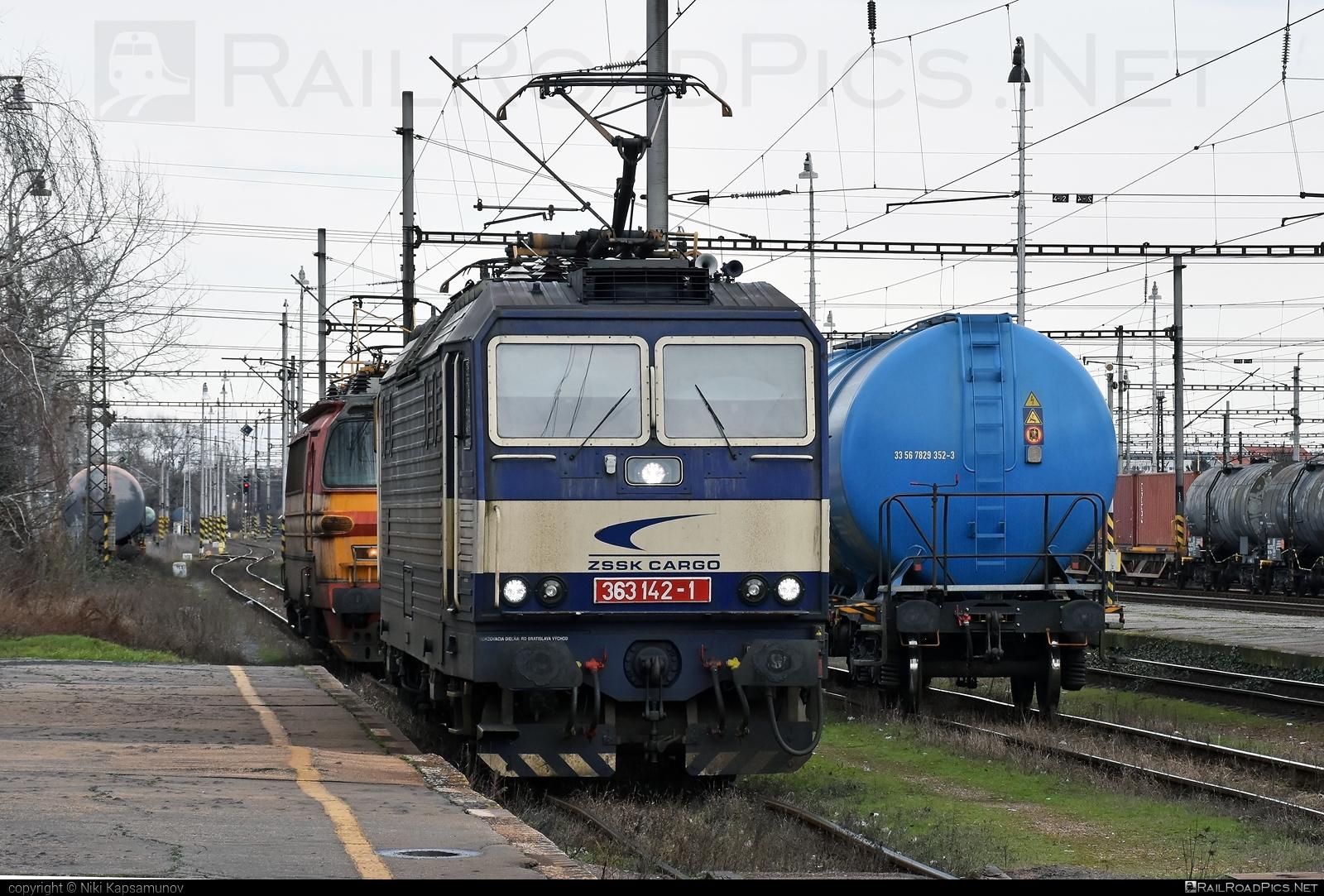 Škoda 69E - 363 142-1 operated by Železničná Spoločnost' Cargo Slovakia a.s. #ZeleznicnaSpolocnostCargoSlovakia #es4991 #eso #locomotive363 #skoda #skoda69e #zsskcargo
