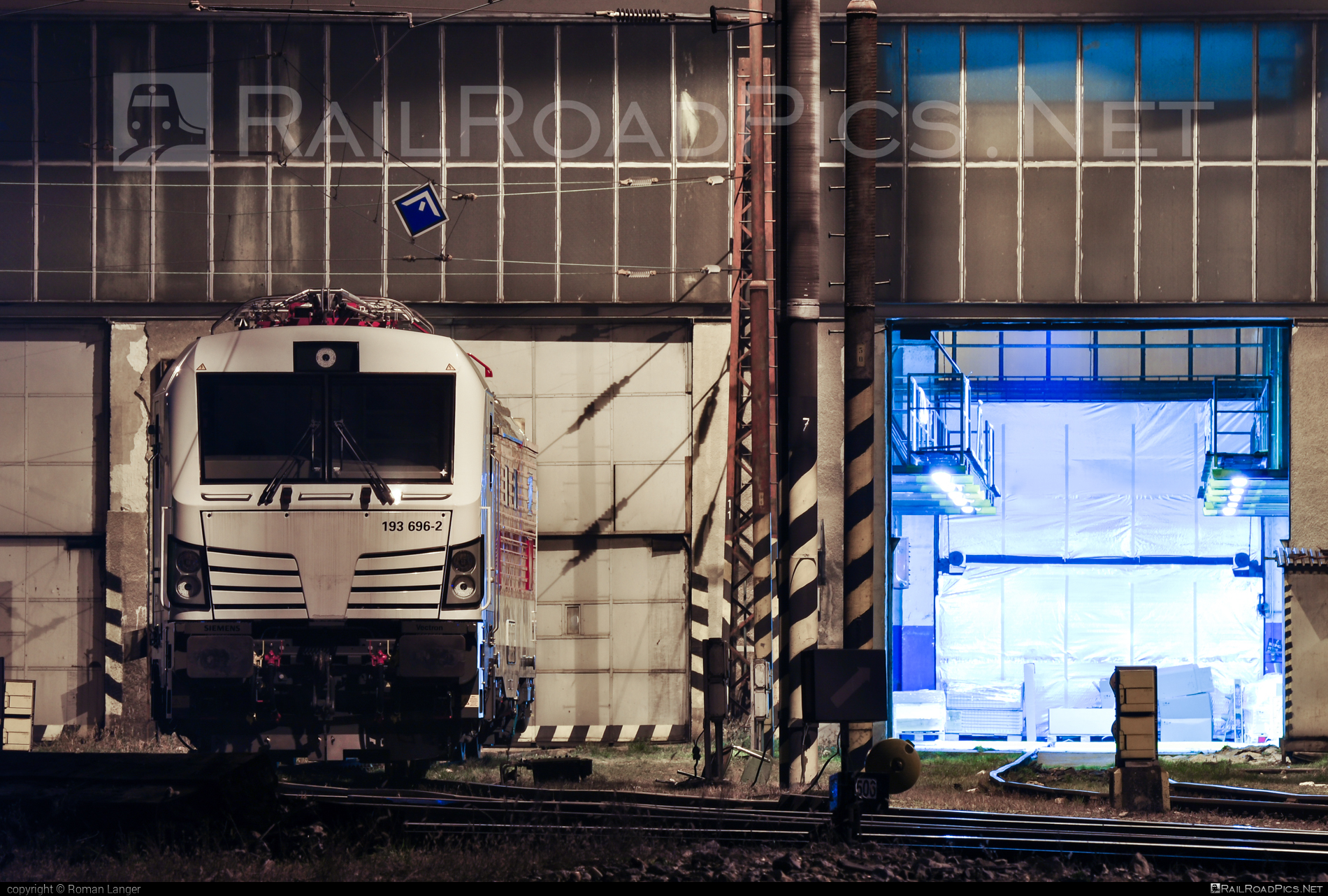 Siemens Vectron MS - 193 696-2 operated by Unknown #RollingStockLease #RollingStockLeaseSro #raill #siemens #siemensvectron #siemensvectronms #vectron #vectronms