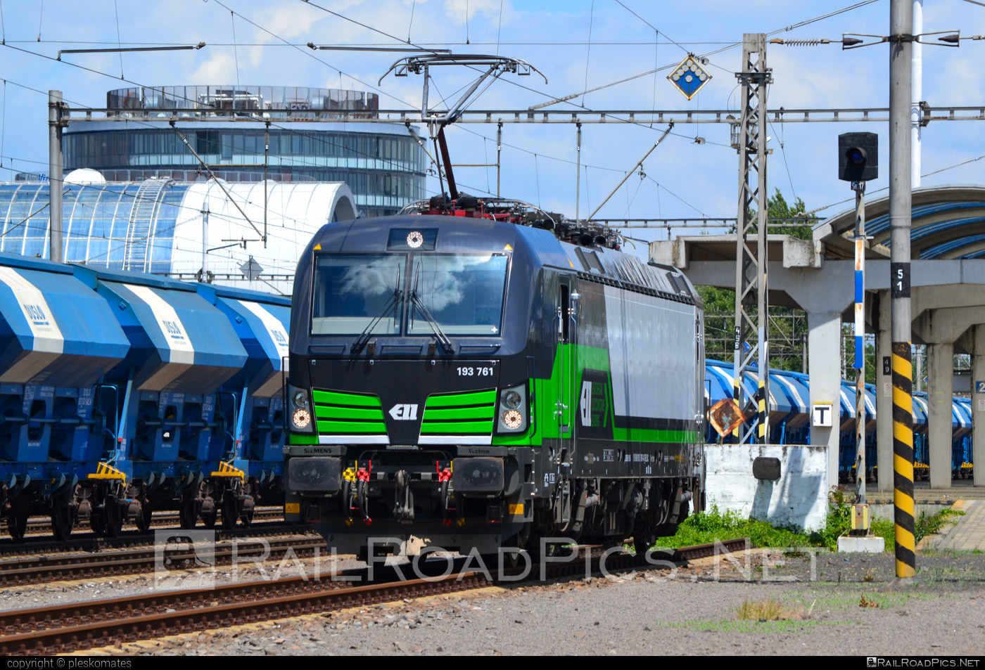 Siemens Vectron MS - 193 761 operated by Salzburger Eisenbahn Transportlogistik GmbH #SalzburgerEisenbahnTransportlogistik #SalzburgerEisenbahnTransportlogistikGmbH #ell #ellgermany #eloc #europeanlocomotiveleasing #setg #siemens #siemensvectron #siemensvectronms #vectron #vectronms