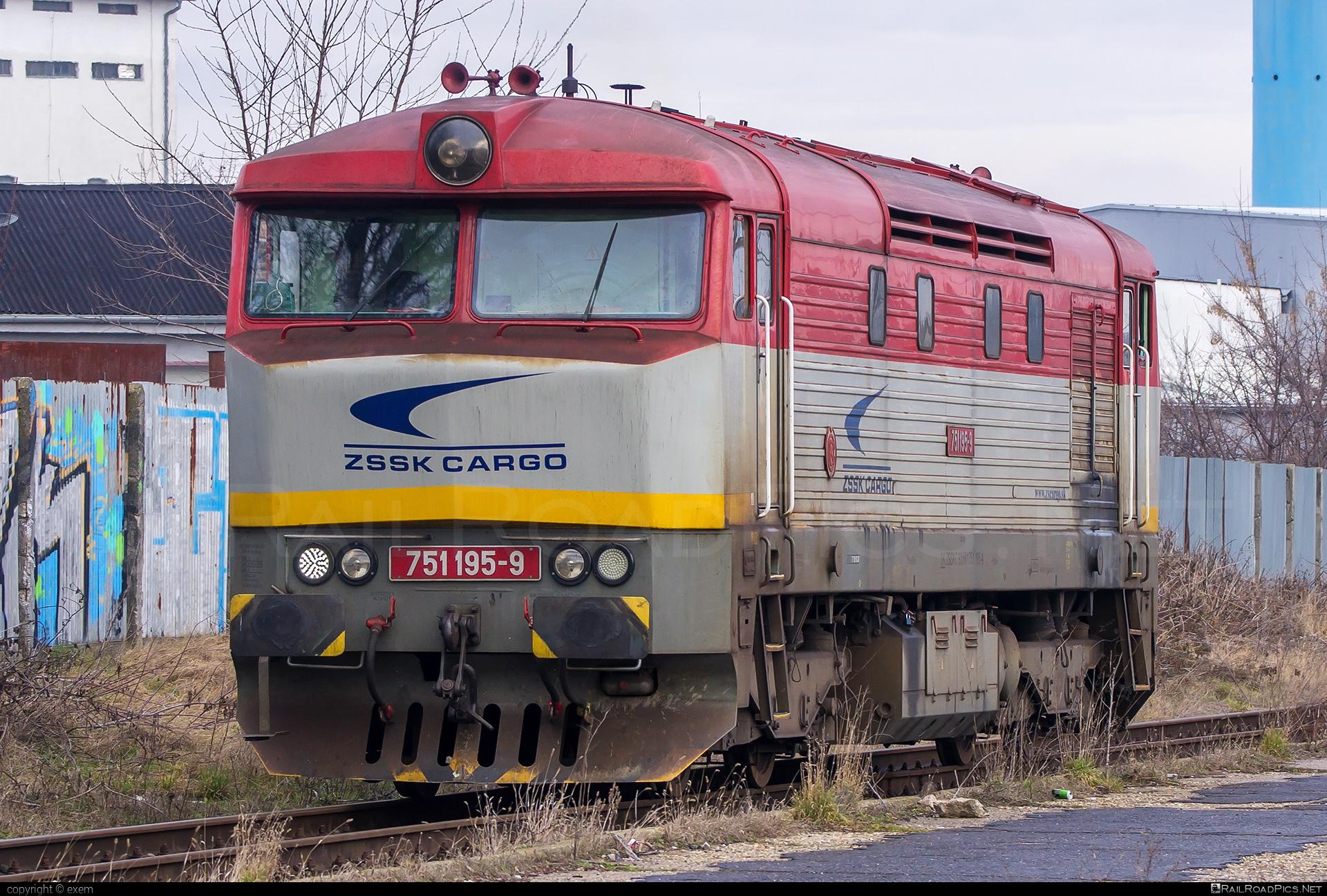 ČKD T 478.1 (751) - 751 195-9 operated by Železničná Spoločnost' Cargo Slovakia a.s. #ZeleznicnaSpolocnostCargoSlovakia #bardotka #ckd #ckd4781 #ckd751 #ckdt4781 #zamracena #zsskcargo