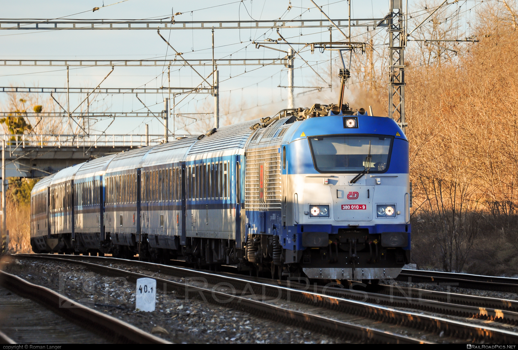 Škoda 109E1 Emil Zátopek - 380 010-9 operated by České dráhy, a.s. #ceskedrahy #emilzatopeklocomotive #locomotive380 #skoda #skoda109e #skoda109elocomotive
