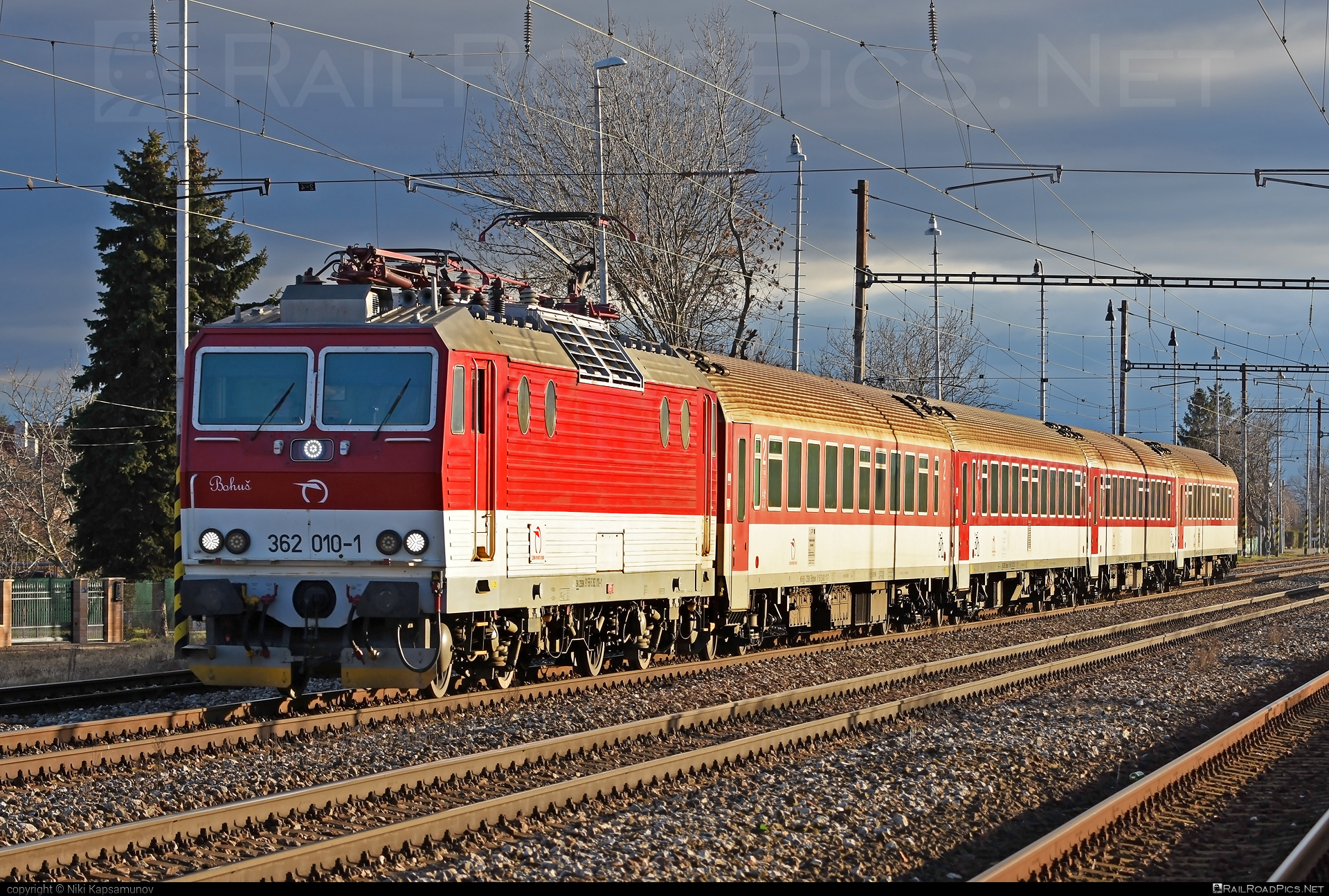 Škoda 69Er - 362 010-1 operated by Železničná Spoločnost' Slovensko, a.s. #ZeleznicnaSpolocnostSlovensko #eso #locomotive362 #rychleeso #skoda #skoda69er #zssk