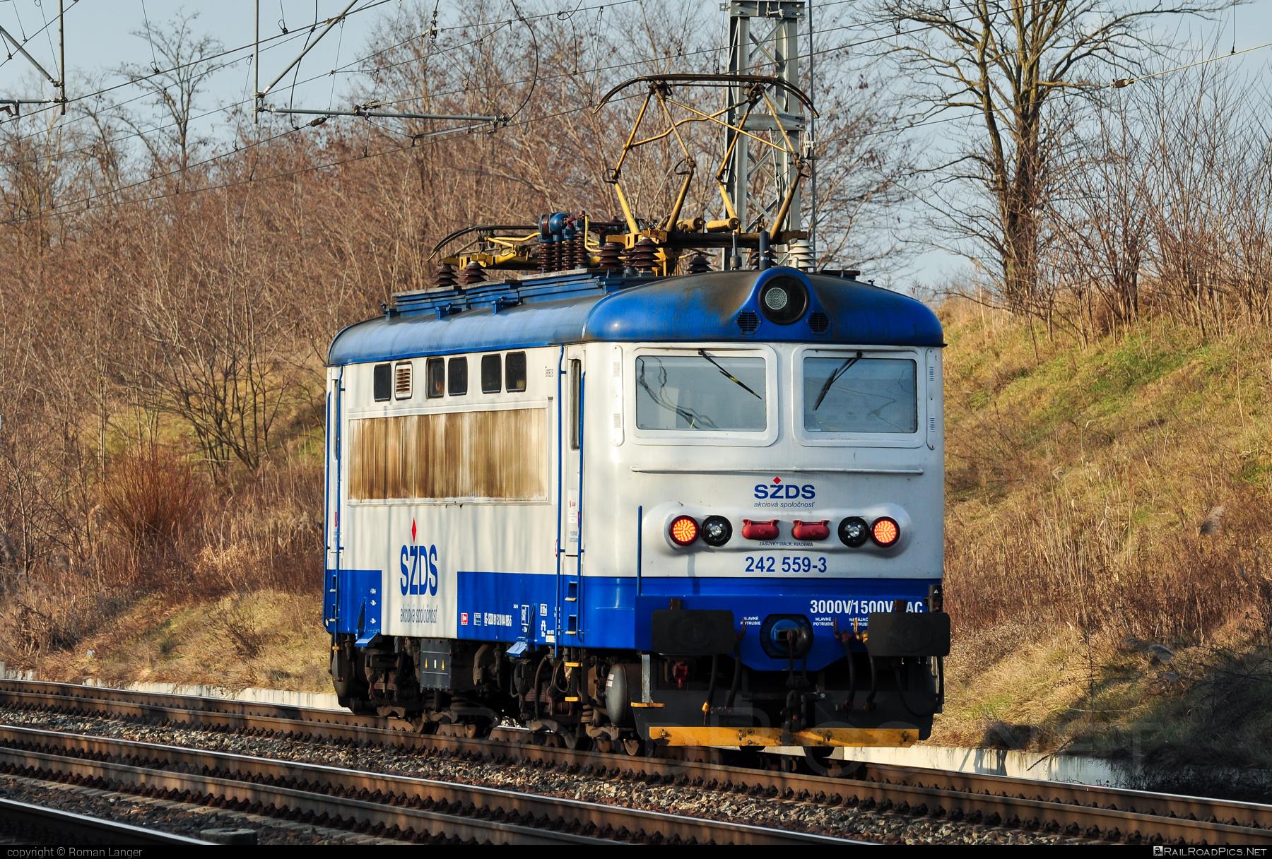 Škoda 73E - 242 559-3 operated by I. G. Rail, s. r. o. #igrail #locomotive242 #plechac #skoda #skoda73e #szds