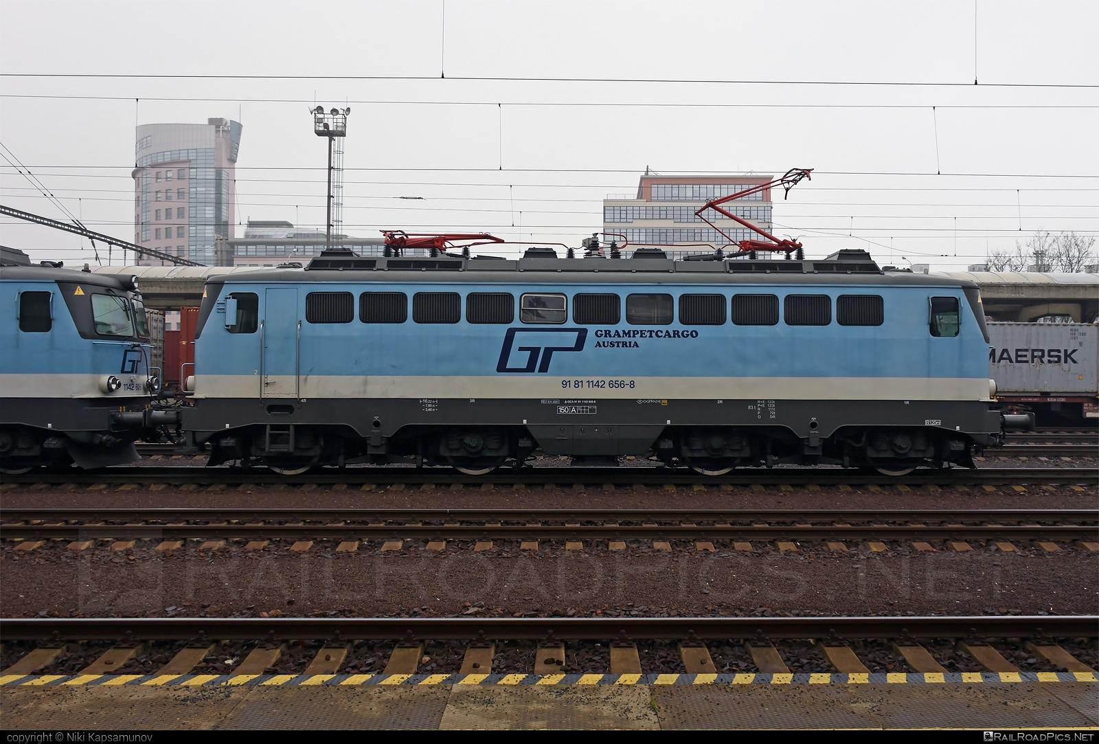 SGP ÖBB Class 1142 - 1142 656-8 operated by Grampetcargo Austria #GrampetcargoAustria #grampetcargo #obbclass1142 #sgp #sgp1142 #simmeringgrazpauker