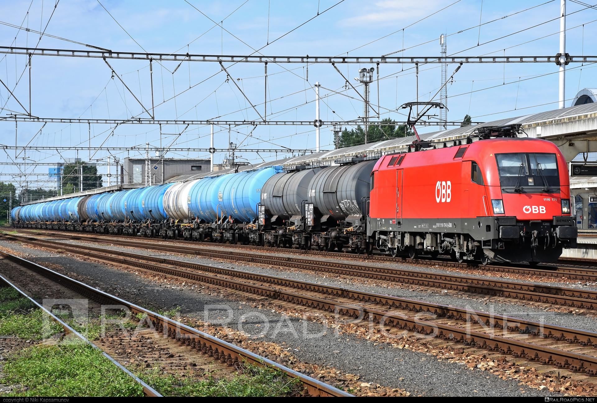 Siemens ES 64 U2 - 1116 171 operated by Rail Cargo Austria AG #es64 #es64u #es64u2 #eurosprinter #kesselwagen #obb #osterreichischebundesbahnen #rcw #siemens #siemenses64 #siemenses64u #siemenses64u2 #siemenstaurus #tankwagon #taurus #tauruslocomotive