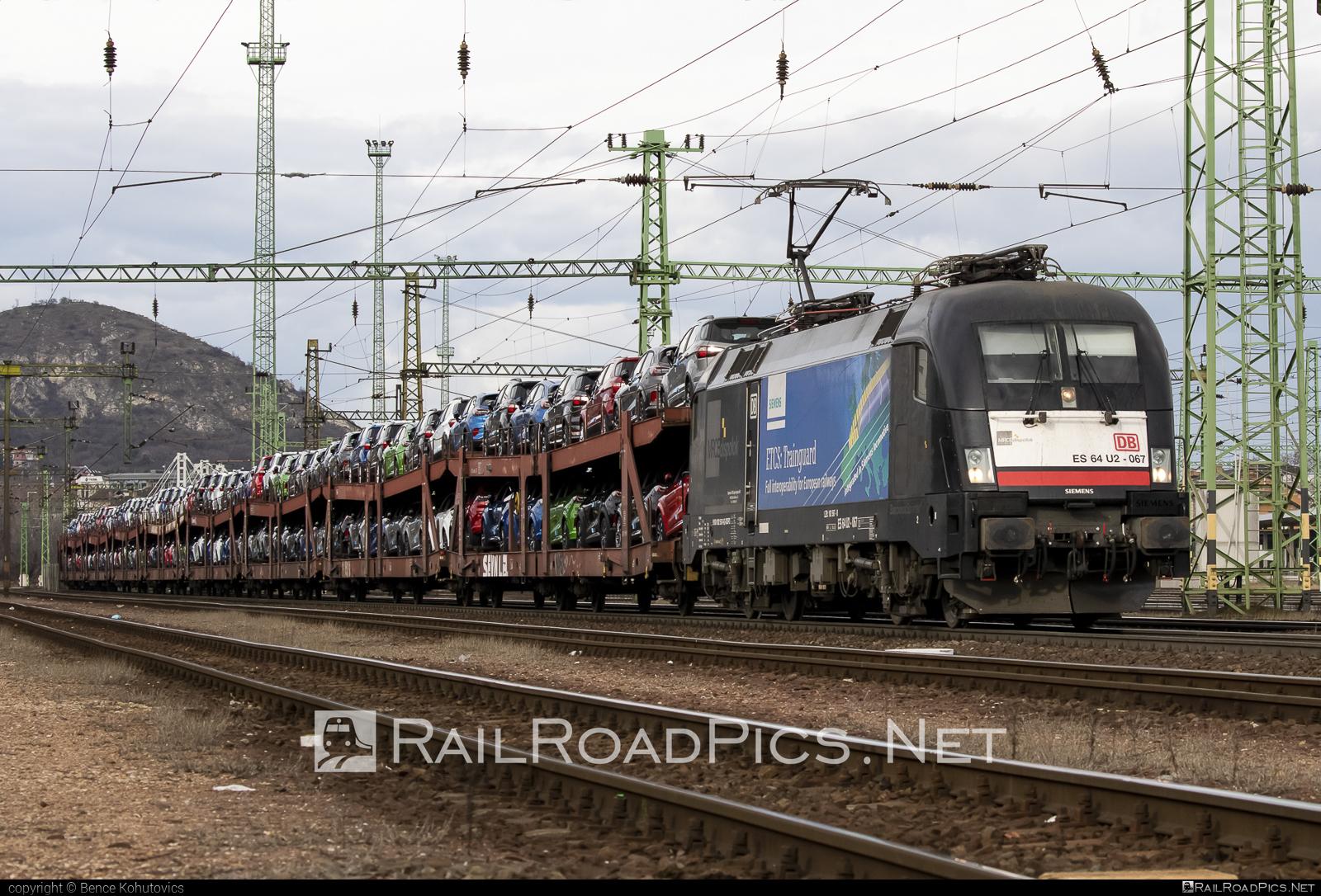 Siemens ES 64 U2 - 182 567-8 operated by DB Cargo Hungária Kft #carcarrierwagon #db #dbcargo #dbcargohungaria #dispolok #es64 #es64u #es64u2 #eurosprinter #mitsuirailcapitaleurope #mitsuirailcapitaleuropegmbh #mrce #siemens #siemenses64 #siemenses64u #siemenses64u2 #siemenstaurus #taurus #tauruslocomotive