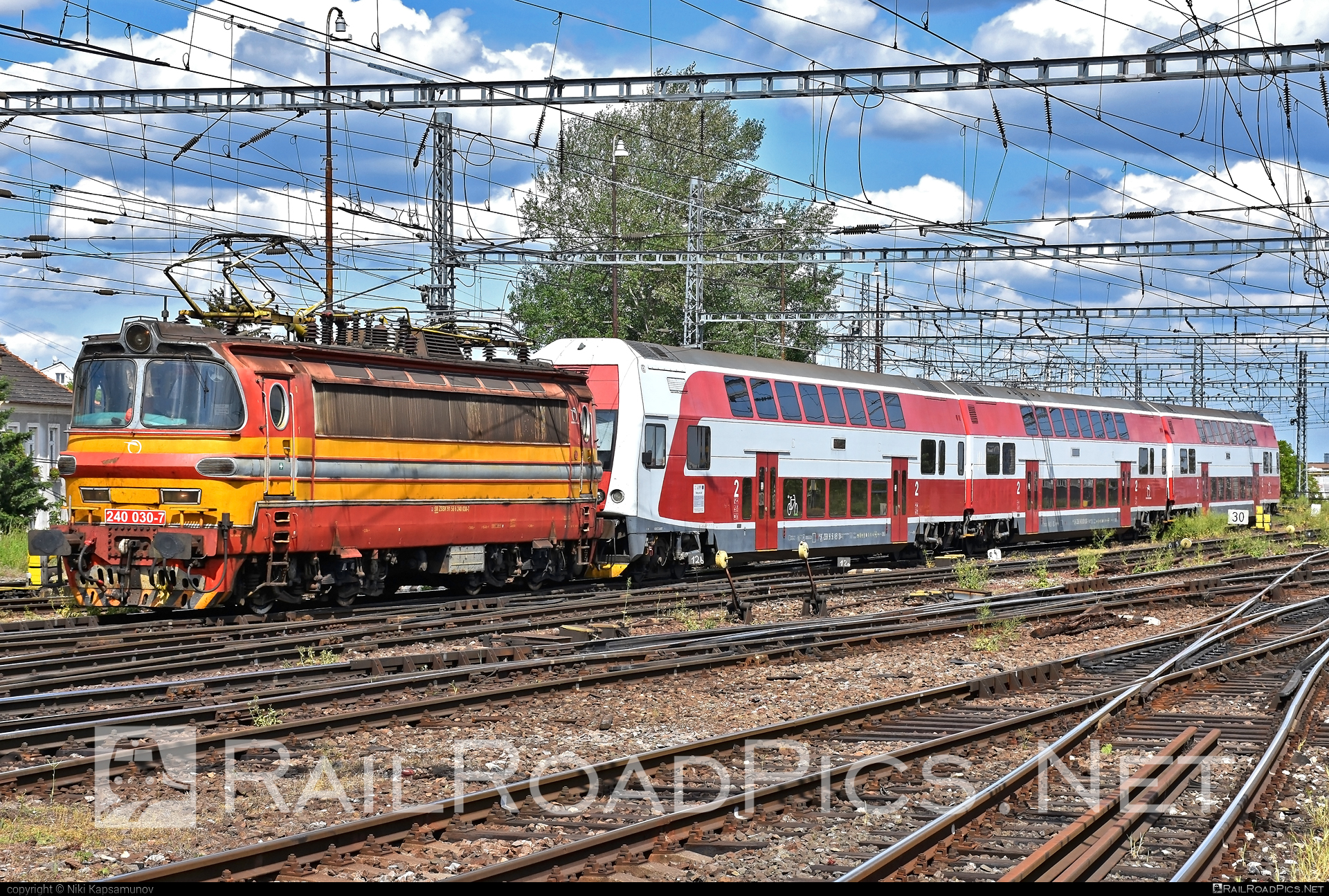 Škoda 47E - 240 030-7 operated by Železničná Spoločnost' Slovensko, a.s. #ZeleznicnaSpolocnostSlovensko #laminatka #locomotive240 #skoda #skoda47e #zssk