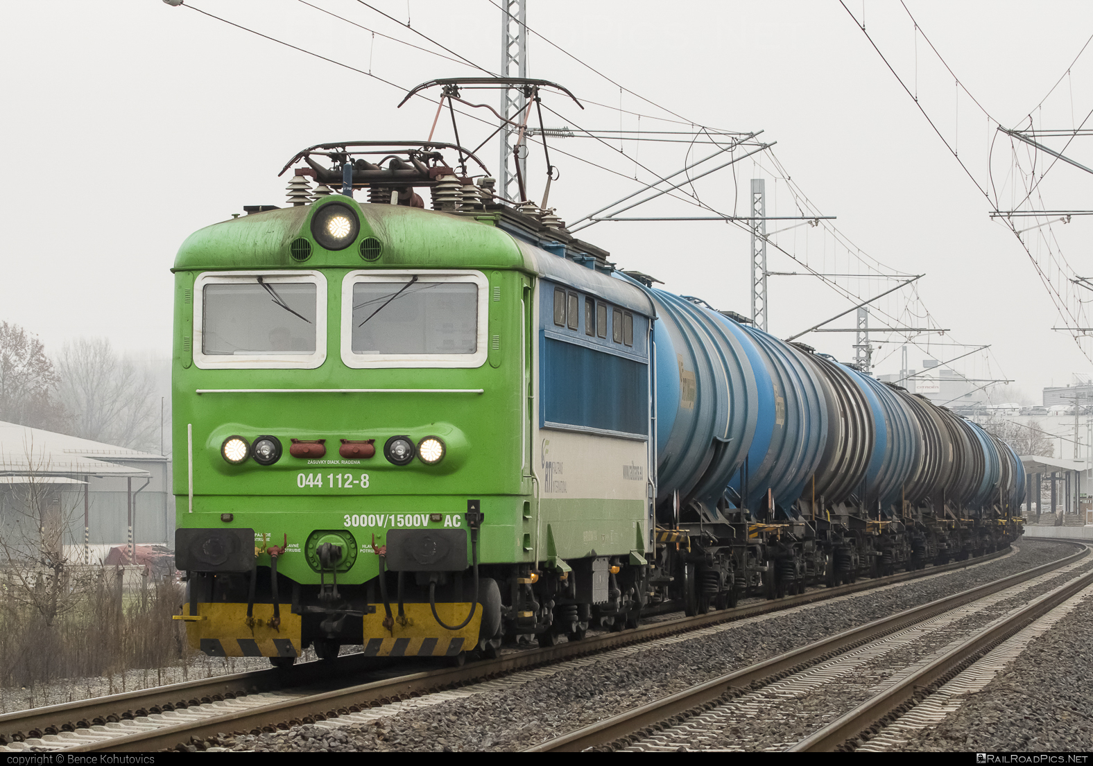 Škoda 73E - 044 112-8 operated by Railtrans International, s.r.o #RailtransInternational #kesselwagen #locomotive242 #plechac #rti #skoda #skoda73e #tankwagon