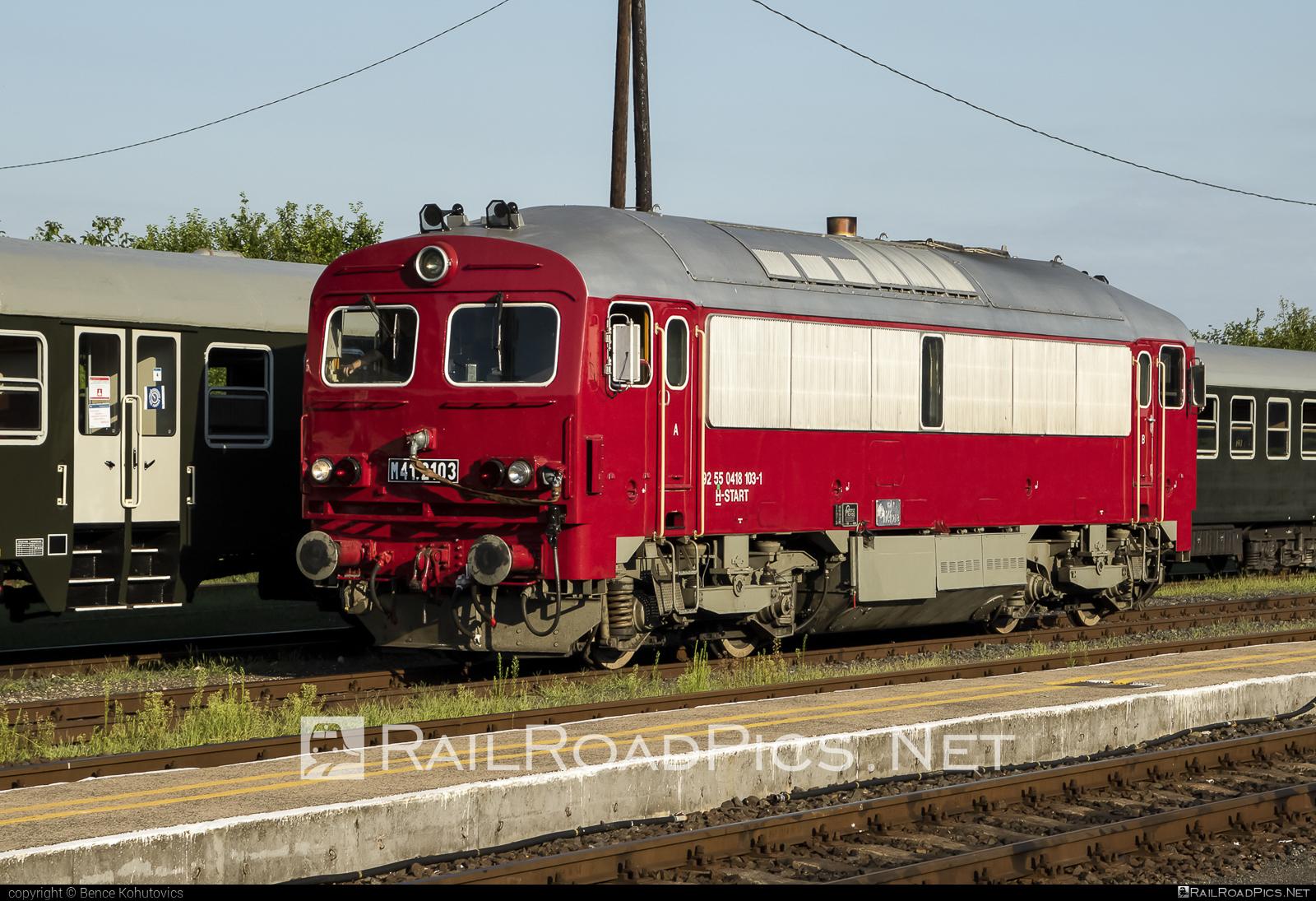 Ganz-MÁVAG DHM7-1 - 418 103 operated by MÁV-START ZRt. #dhm7 #dhm71 #ganzm41 #ganzmavag #ganzmavag418 #ganzmavagdhm7 #ganzmavagdhm71 #ganzmavagm41 #m41locomotive #mav #mavstart #mavstartzrt