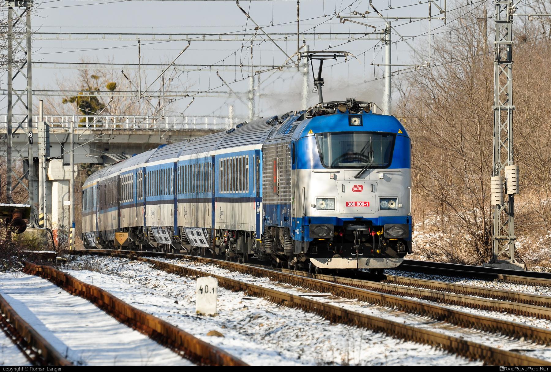 Škoda 109E1 Emil Zátopek - 380 009-1 operated by České dráhy, a.s. #cd #ceskedrahy #emilzatopeklocomotive #locomotive380 #skoda #skoda109e #skoda109elocomotive