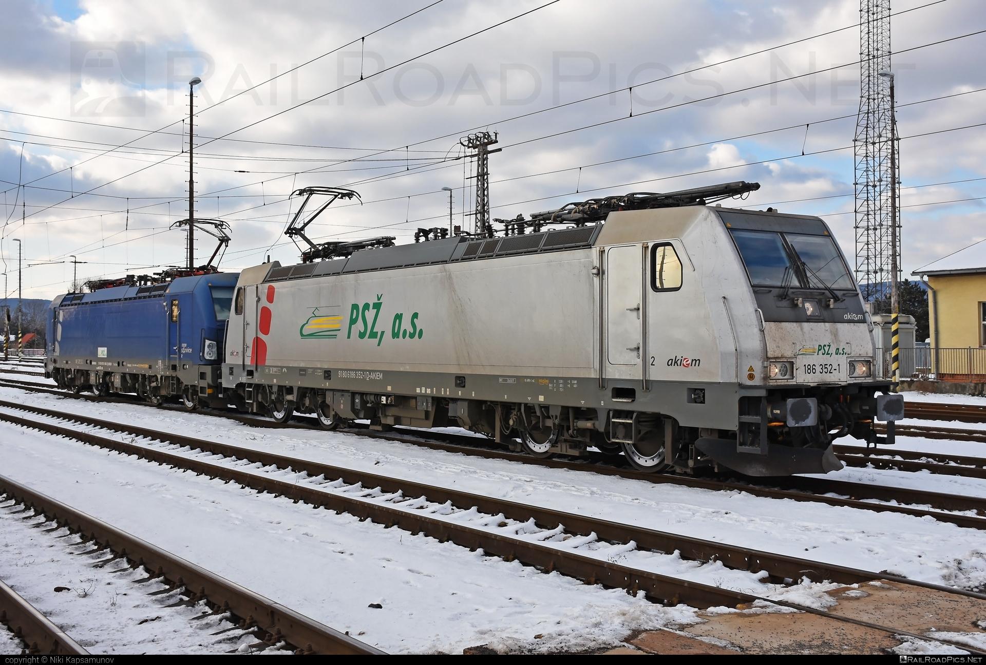 Bombardier TRAXX F140 MS - 186 352-1 operated by Prvá Slovenská železničná, a.s. #akiem #akiemsas #bombardier #bombardiertraxx #prvaslovenskazeleznicna #prvaslovenskazeleznicnaas #psz #traxx #traxxf140 #traxxf140ms