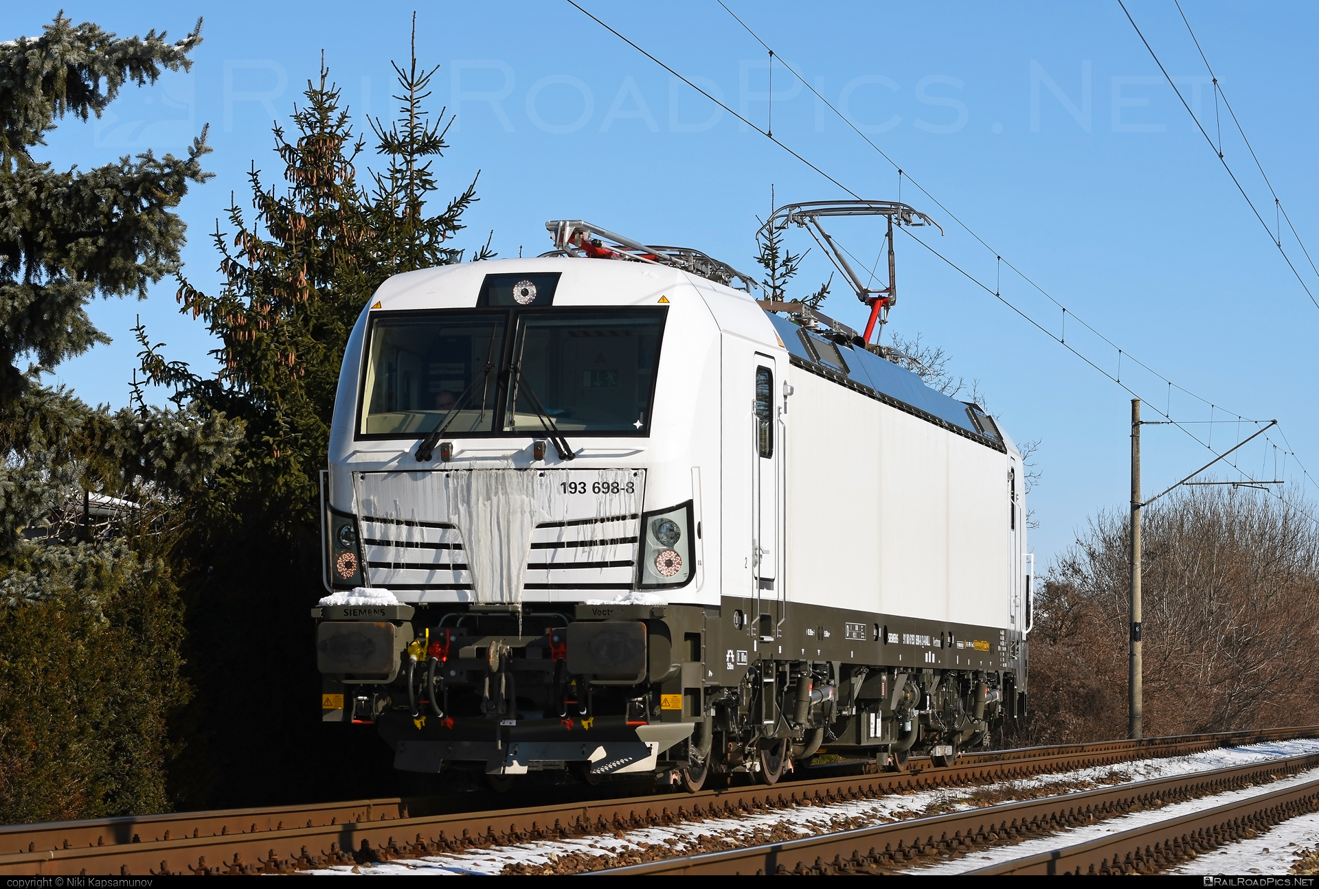 Siemens Vectron MS - 193 698-8 operated by LOKORAIL, a.s. #RollingStockLease #RollingStockLeaseSro #lokorail #lrl #raill #siemens #siemensvectron #siemensvectronms #vectron #vectronms