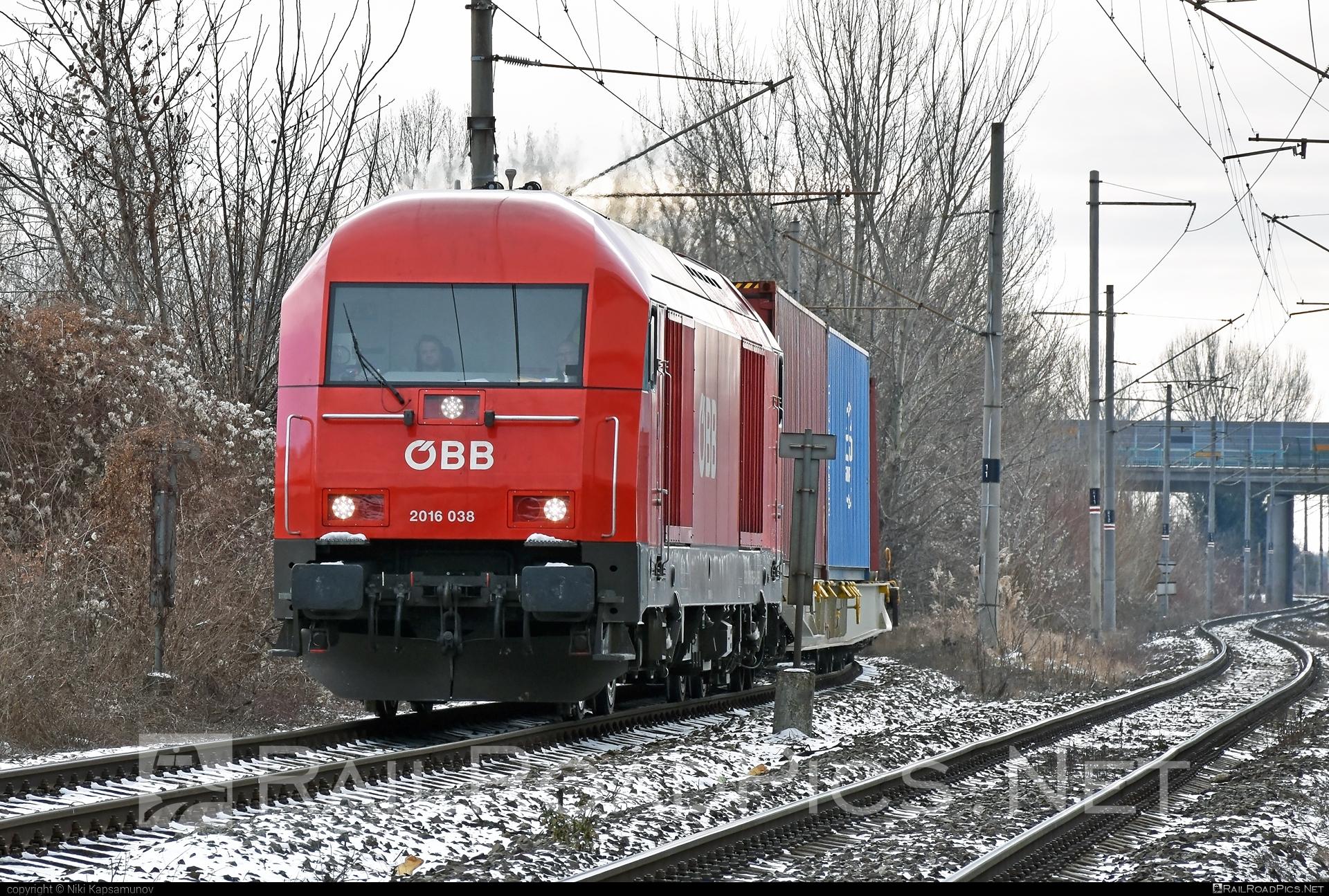 Siemens ER20 - 2016 038 operated by Rail Cargo Carrier – Slovakia s.r.o. #er20 #er20hercules #eurorunner #flatwagon #hercules #obb #osterreichischebundesbahnen #rccsk #siemens #siemenser20 #siemenser20hercules #siemenseurorunner #siemenshercules #wssk