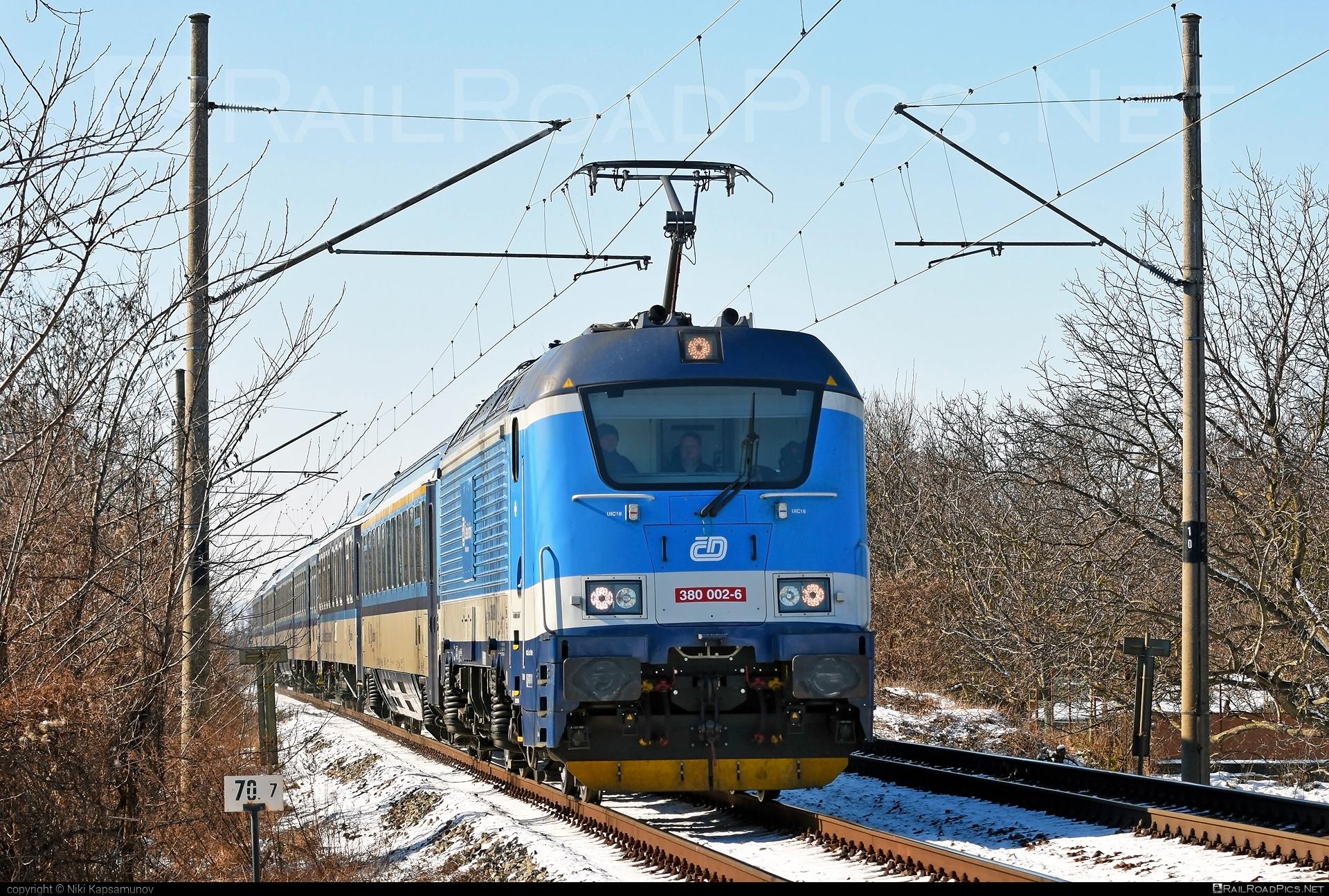Škoda 109E0 Emil Zátopek - 380 002-6 operated by České dráhy, a.s. #cd #ceskedrahy #emilzatopeklocomotive #locomotive380 #skoda #skoda109e #skoda109elocomotive