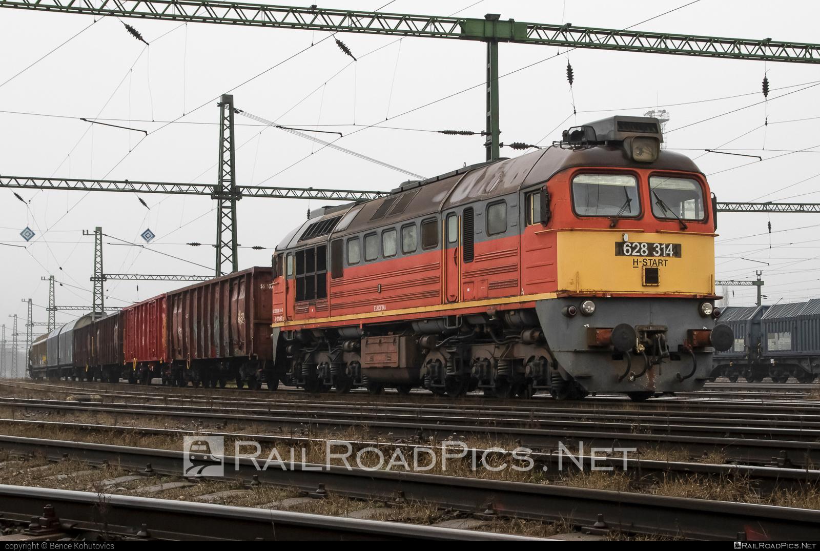 Lugansk M62 - 628 314 operated by Magyar Államvasutak ZRt. #locomotivem62 #ltz #ltzm62 #lugansk #luganskteplovoz #luhansklocomotiveworks #luhanskm62 #luhanskteplovoz #m62 #m62locomotive #magyarallamvasutak #magyarallamvasutakzrt #mav