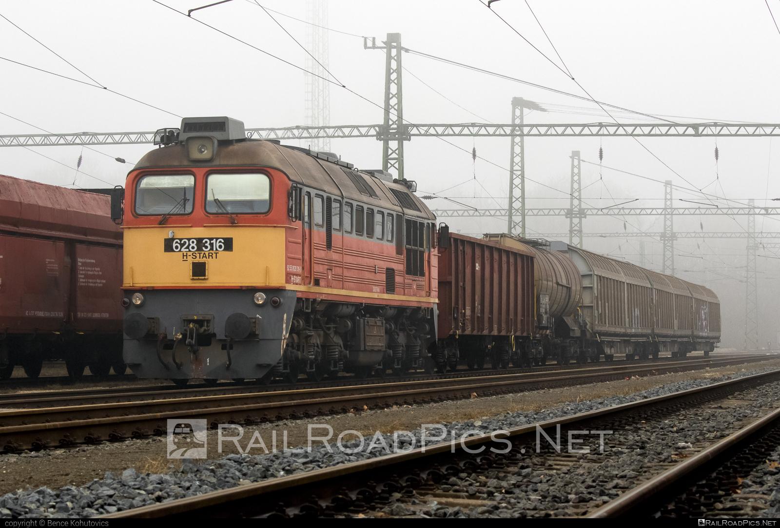 Lugansk M62 - 628 316 operated by Magyar Államvasutak ZRt. #locomotivem62 #ltz #ltzm62 #lugansk #luganskteplovoz #luhansklocomotiveworks #luhanskm62 #luhanskteplovoz #m62 #m62locomotive #magyarallamvasutak #magyarallamvasutakzrt #mav