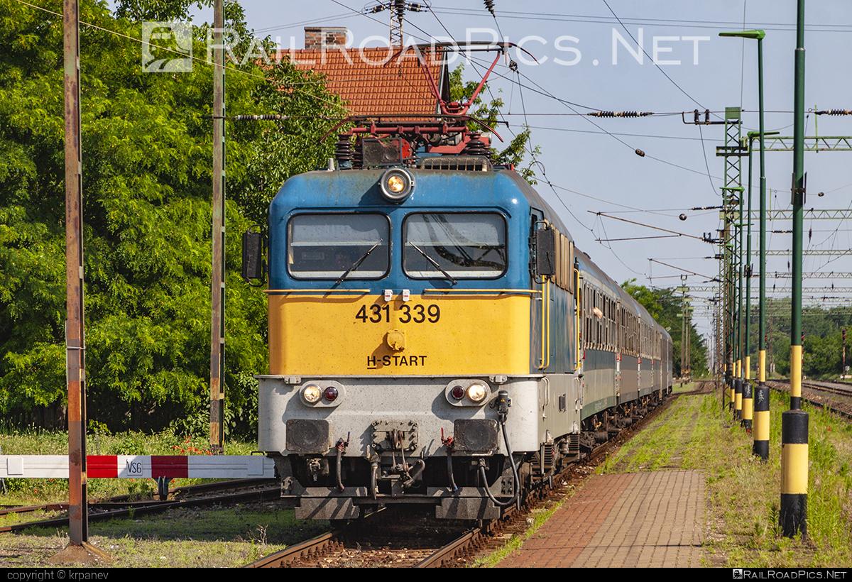 Ganz-MÁVAG VM14-24 - 431 339 operated by MÁV-START ZRt. #ganz43 #ganz431 #ganzmavag #ganzmavag43 #ganzmavag431 #ganzmavagvm1424 #mavstart #mavstartzrt #v43locomotive