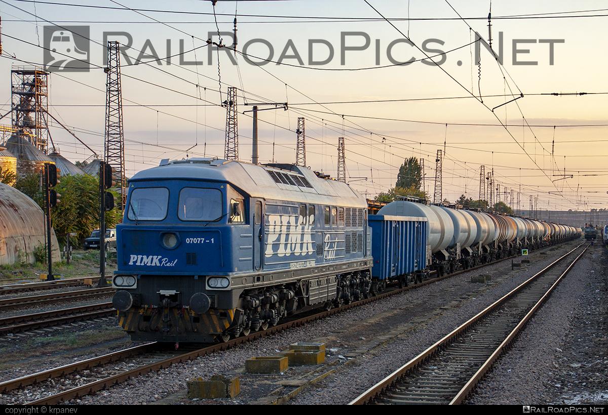 Lugansk TE109 - 07 077-1 operated by PIMK Rail PLS #db233 #kesselwagen #ltz #ltzte109 #ludmila #ludmilla #lugansk #luganskte109 #luganskteplovoz #luhansklocomotiveworks #luhanskteplovoz #pimk #pimkrail #tankwagon