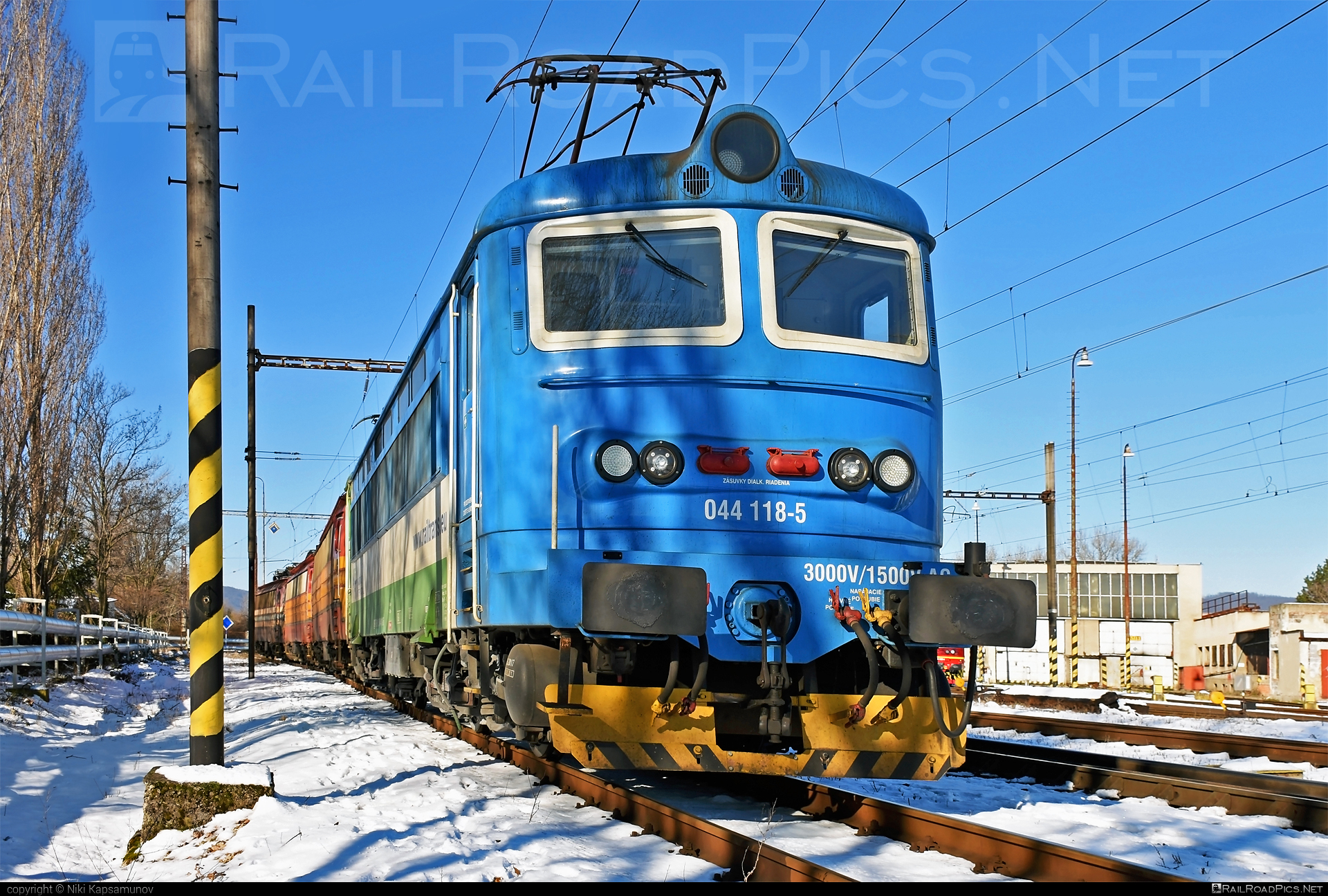 Škoda 73E - 044 118-5 operated by Railtrans International, s.r.o #locomotive242 #plechac #skoda #skoda73e