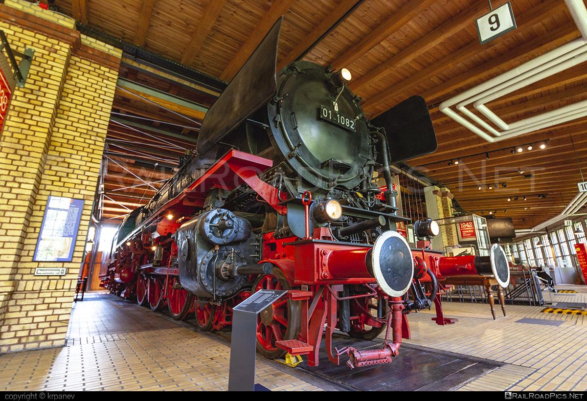 Berliner Maschinenbau AG vormals L. Schwartzkopff DRB Class 01.10 - 01 1082 operated by Deutsche Reichsbahn #BerlinerMaschinenbauAG #DRBclass0110 #DeutscheReichsbahn #DeutscheReichsbahnDR #bmag #bmag0110
