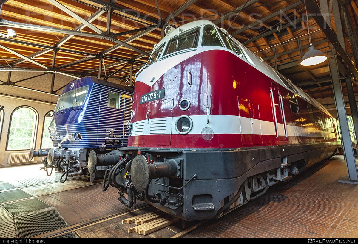 LKM Babelsberg V180.0 - 118 075-1 operated by Deutsche Reichsbahn #DRclassV180 #DeutscheReichsbahn #DeutscheReichsbahnDR #LKM #LokomotivbauKarlMarx #lkmBabelsberg #lkmV180