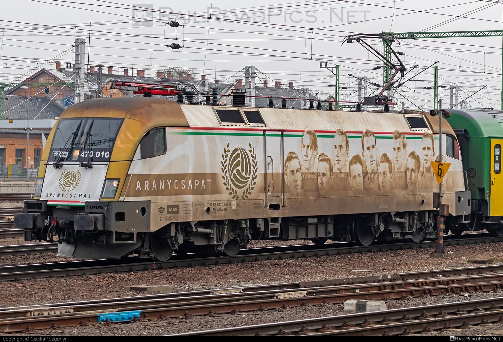 Siemens ES 64 U2 - 470 010 operated by Magyar Államvasutak ZRt. #es64 #es64u #es64u2 #eurosprinter #magyarallamvasutak #magyarallamvasutakzrt #mav #siemens #siemenses64 #siemenses64u #siemenses64u2 #siemenstaurus #taurus #tauruslocomotive