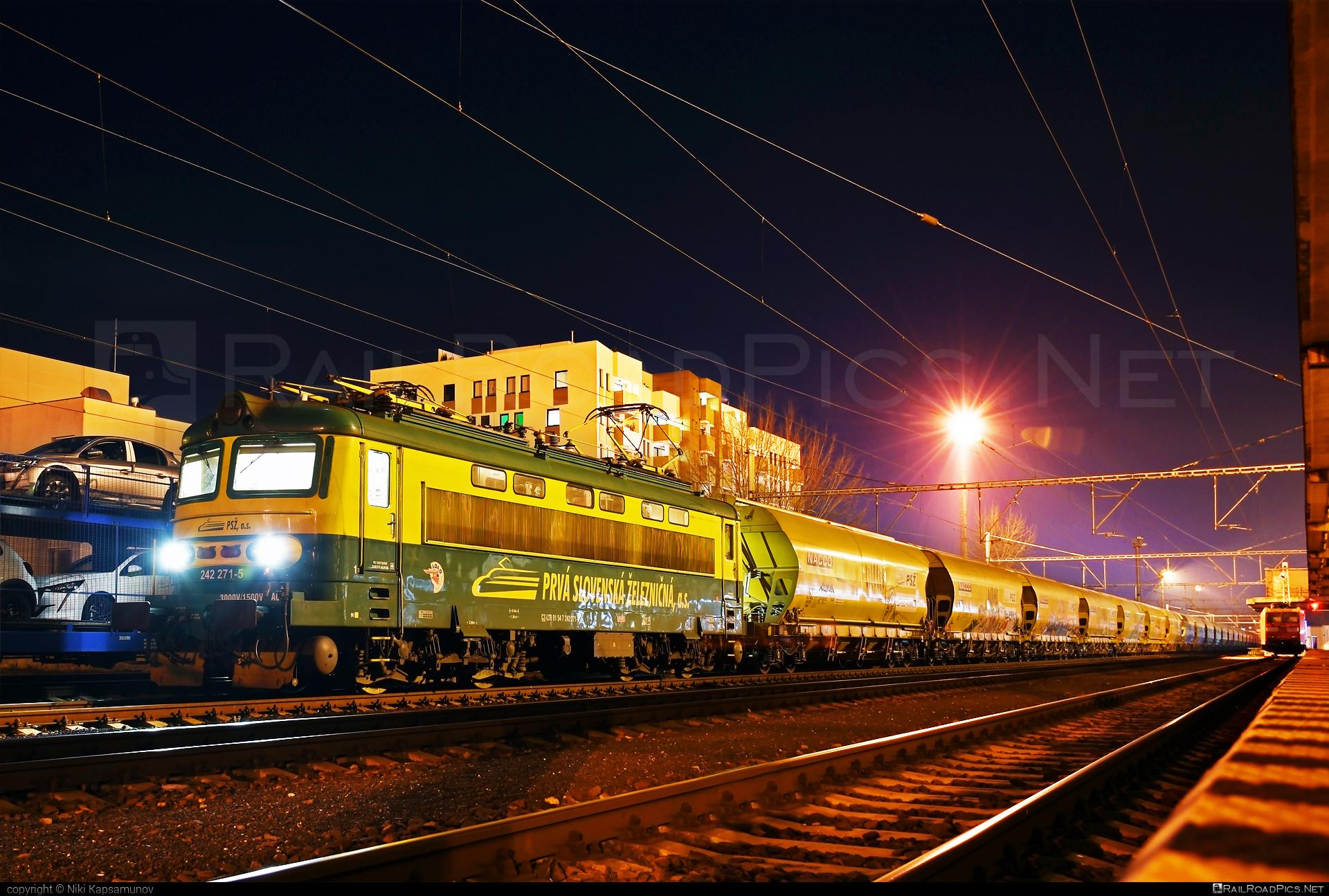 Škoda 73E - 242 271-5 operated by Prvá Slovenská železničná, a.s. #hopperwagon #locomotive242 #plechac #prvaslovenskazeleznicna #prvaslovenskazeleznicnaas #psz #skoda #skoda73e