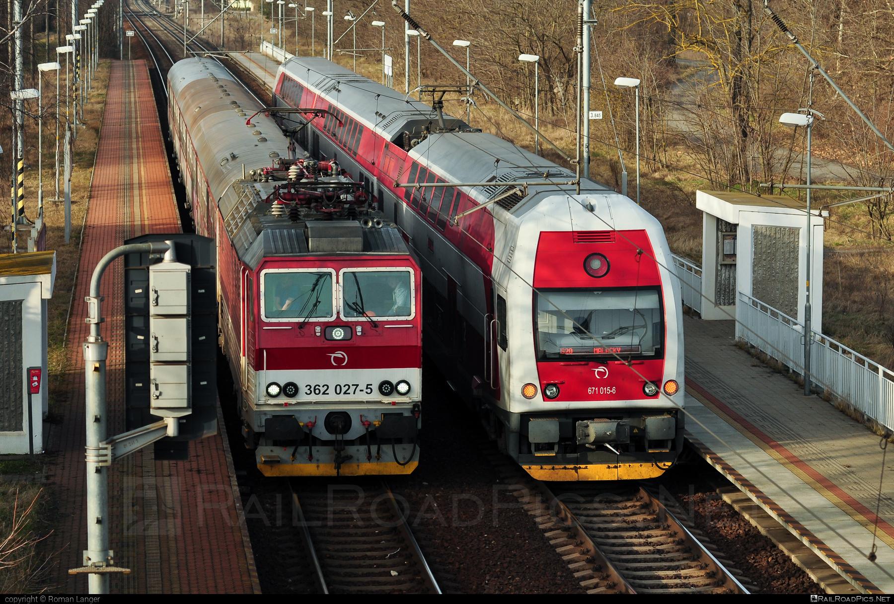 Škoda 69Er - 362 027-5 operated by Železničná Spoločnost' Slovensko, a.s. #ZeleznicnaSpolocnostSlovensko #eso #locomotive362 #rychleeso #skoda #skoda69er #zssk