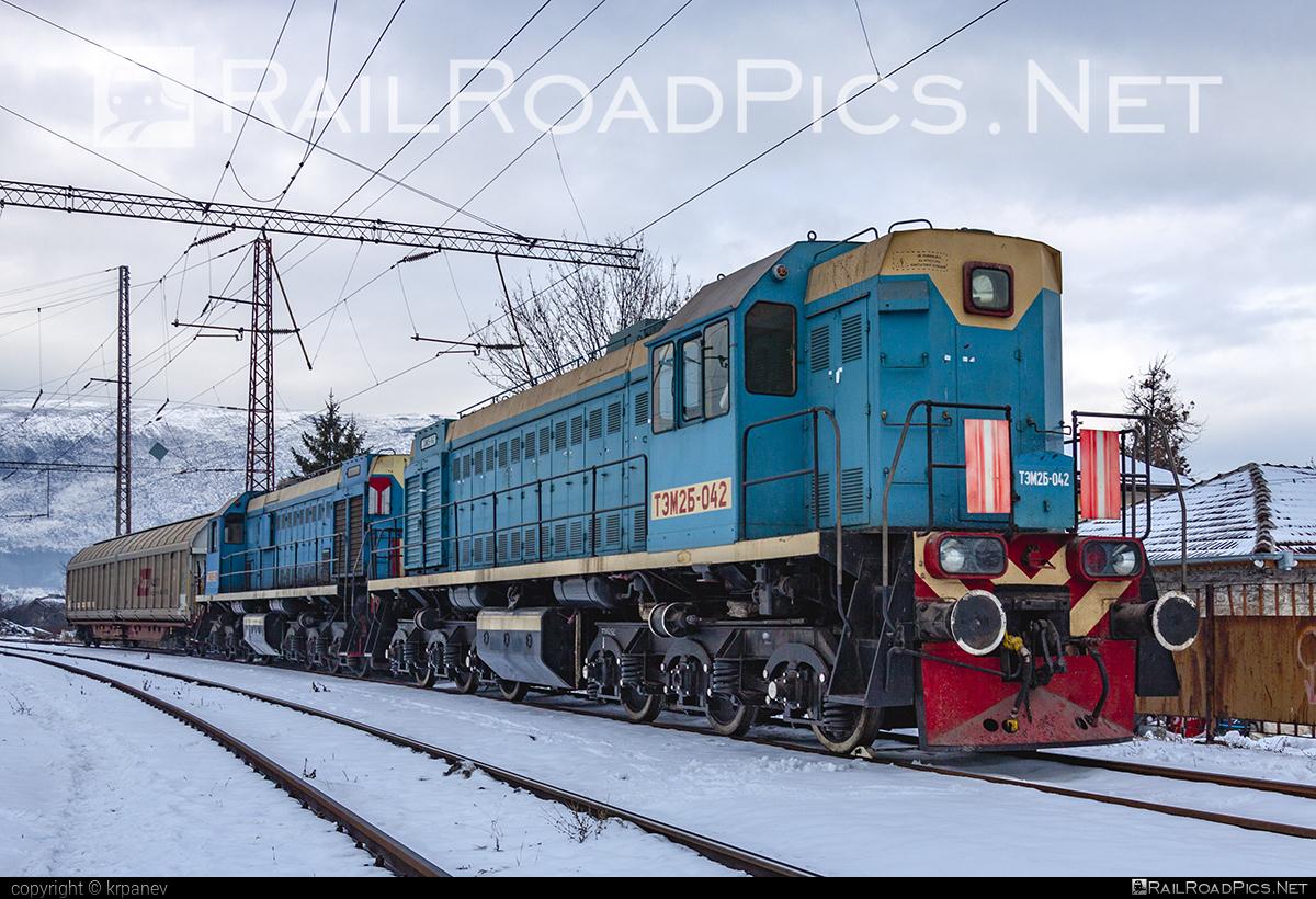 BMZ TEM2B - TEM2B-042 operated by Kremikovtzi AD #BryanskyMashinostroitelnyZavod #bmz #kremikovtzi #kremikovtziAD #tem2 #tem2b #ТЭМ2 #ТЭМ2Б