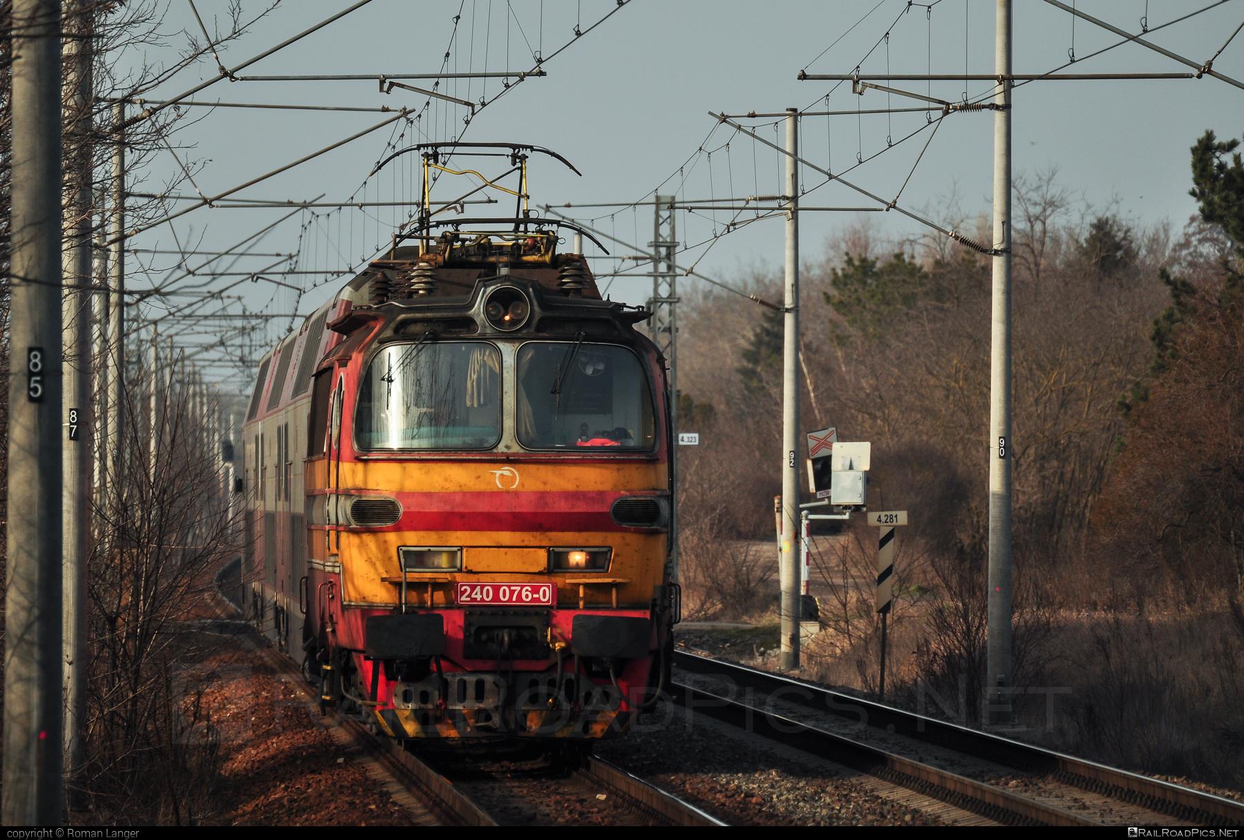Škoda 47E - 240 076-0 operated by Železničná Spoločnost' Slovensko, a.s. #ZeleznicnaSpolocnostSlovensko #laminatka #locomotive240 #skoda #skoda47e #zssk