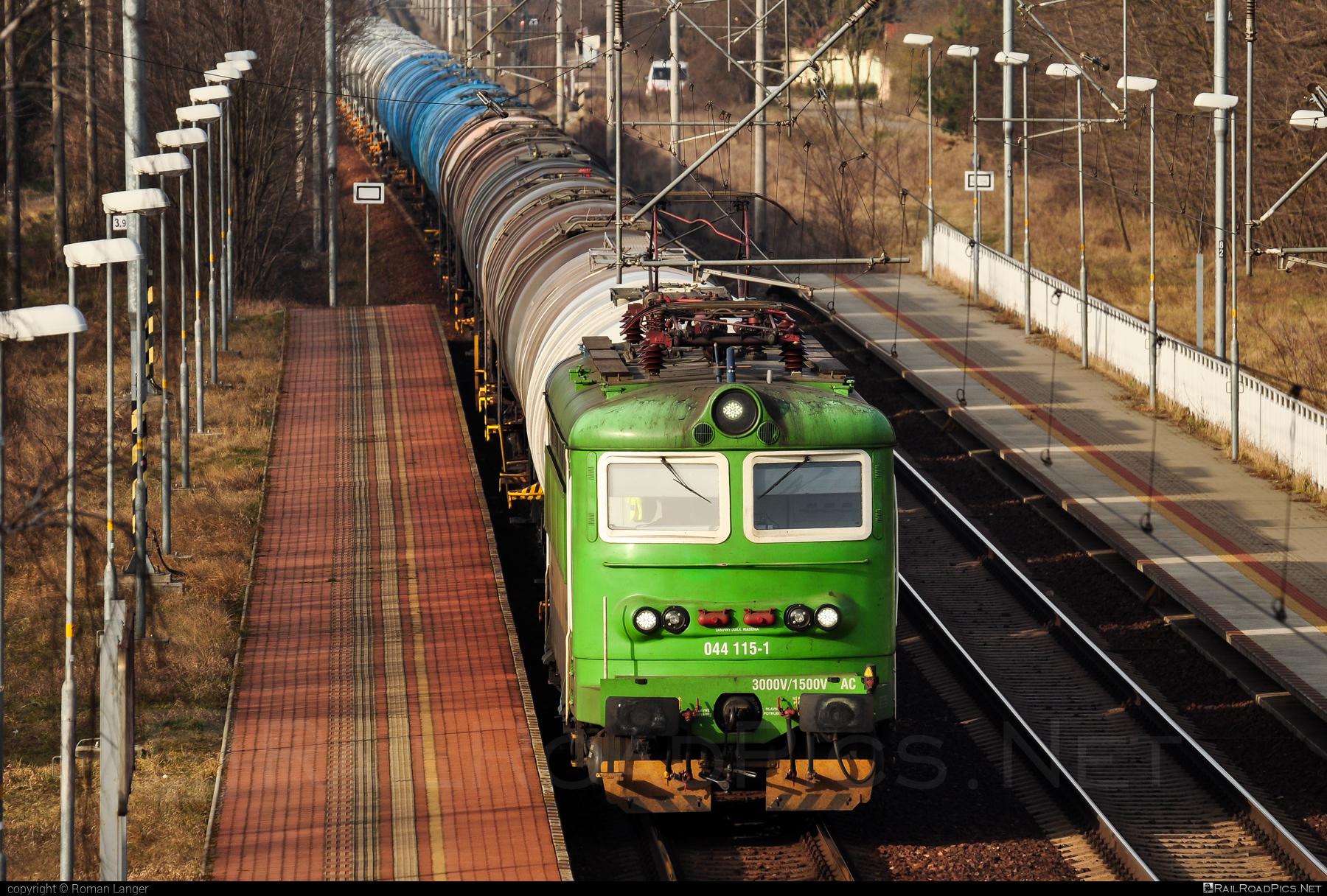 Škoda 73E - 044 115-1 operated by Railtrans International, s.r.o #RailtransInternational #kesselwagen #locomotive242 #plechac #rti #skoda #skoda73e #tankwagon