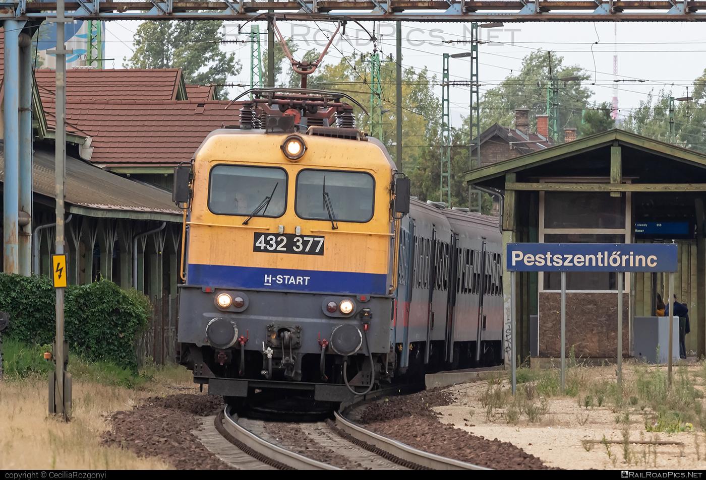 Ganz-MÁVAG VM14-25 - 432 377 operated by MÁV-START ZRt. #ganz43 #ganz431 #ganz432 #ganzmavag #ganzmavag43 #ganzmavag431 #ganzmavag432 #ganzmavagvm1425 #mavstart #mavstartzrt #v43locomotive