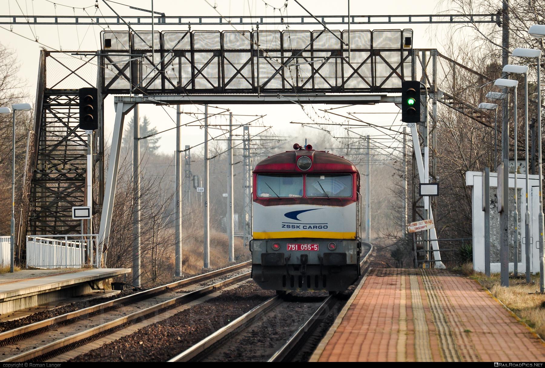 ČKD T 478.1 (751) - 751 055-5 operated by Železničná Spoločnost' Cargo Slovakia a.s. #ZeleznicnaSpolocnostCargoSlovakia #bardotka #ckd #ckd4781 #ckd751 #ckdt4781 #zamracena #zsskcargo