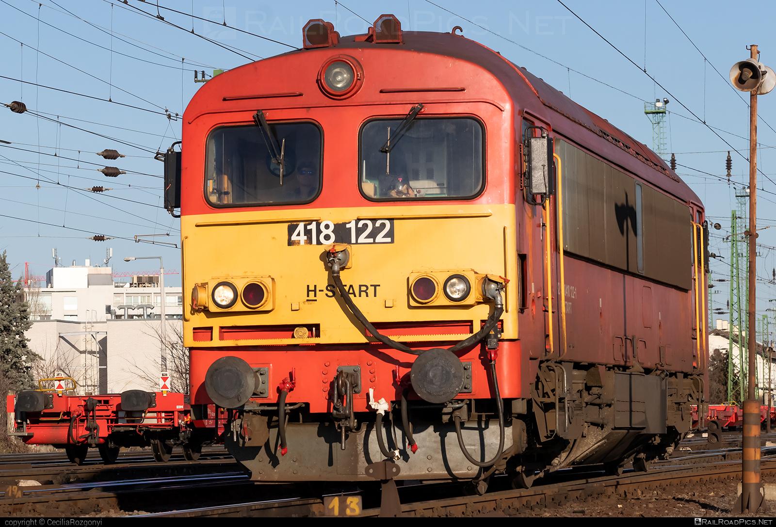 Ganz-MÁVAG DHM7-3 - 418 122 operated by MÁV-START ZRt. #dhm7 #dhm73 #ganzm41 #ganzmavag #ganzmavag418 #ganzmavagdhm7 #ganzmavagdhm73 #ganzmavagm41 #m41locomotive #mav #mavstart #mavstartzrt