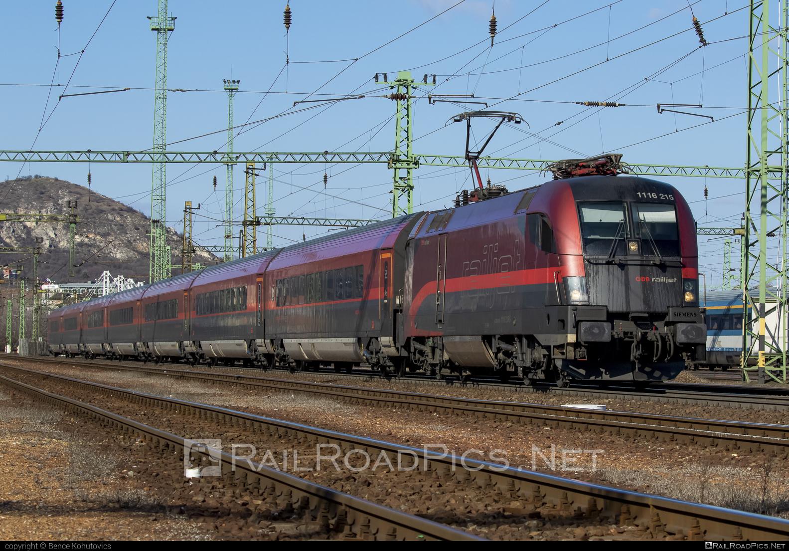 Siemens ES 64 U2 - 1116 215 operated by Österreichische Bundesbahnen #es64 #es64u #es64u2 #eurosprinter #obb #obbrailjet #osterreichischebundesbahnen #railjet #siemens #siemenses64 #siemenses64u #siemenses64u2 #siemenstaurus #taurus #tauruslocomotive