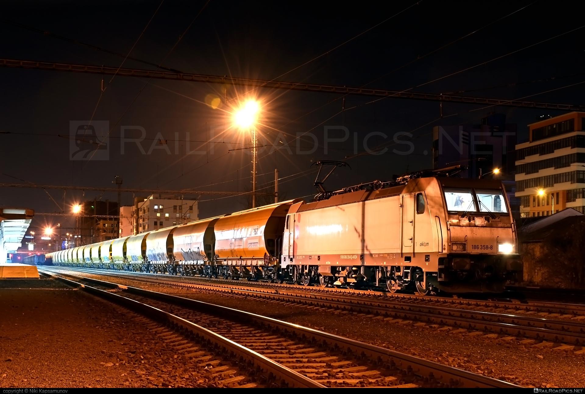 Bombardier TRAXX F140 MS - 186 358-8 operated by Prvá Slovenská železničná, a.s. #akiem #akiemsas #bombardier #bombardiertraxx #hopperwagon #prvaslovenskazeleznicna #prvaslovenskazeleznicnaas #psz #traxx #traxxf140 #traxxf140ms