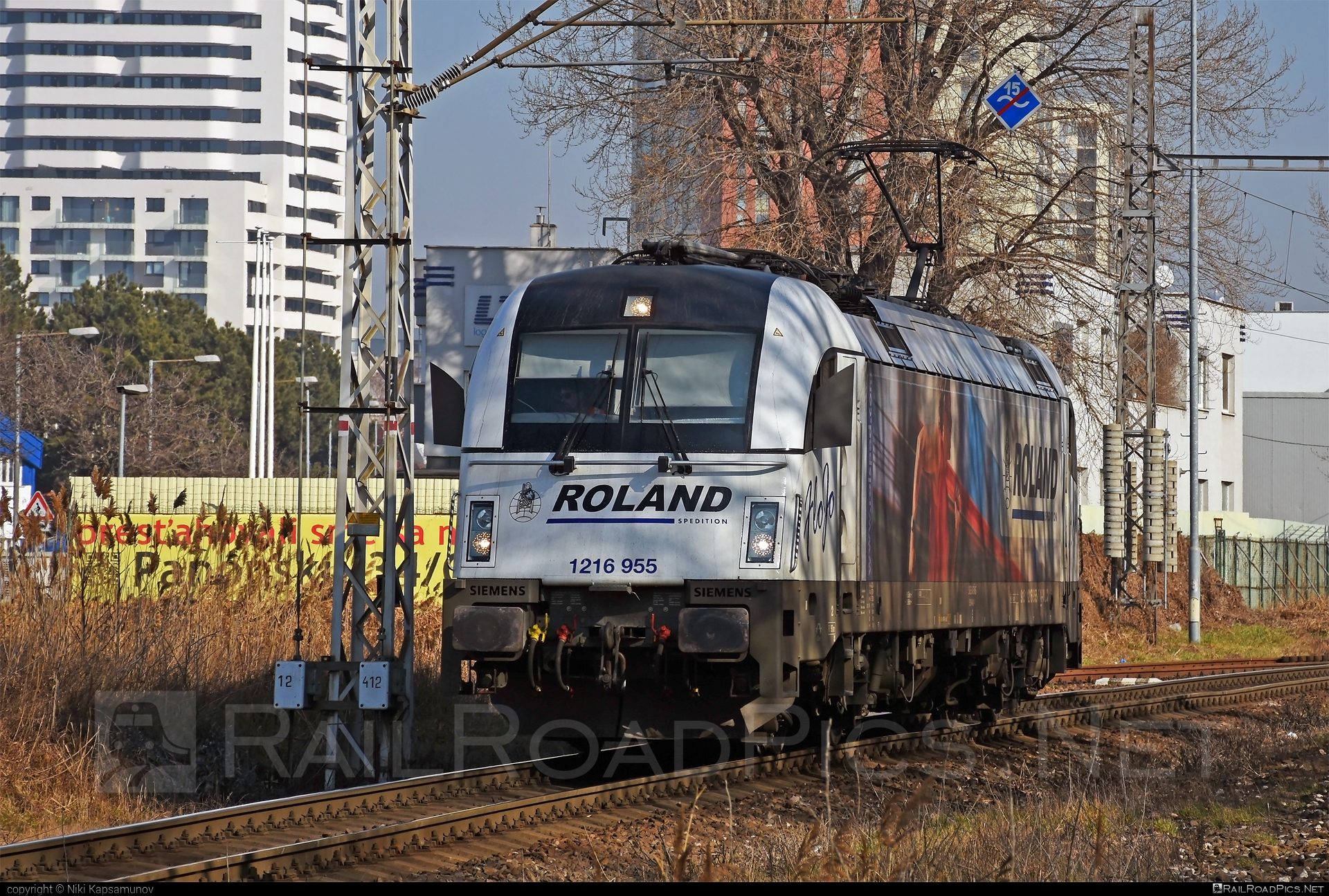 Siemens ES 64 U4 - 1216 955 operated by Wiener Lokalbahnen Cargo GmbH #es64 #es64u #es64u4 #eurosprinter #flojo #roland #rolandspedition #siemens #siemenses64 #siemenses64u #siemenses64u4 #siemenstaurus #taurus #tauruslocomotive #wienerlokalbahnencargo #wienerlokalbahnencargogmbh #wlc
