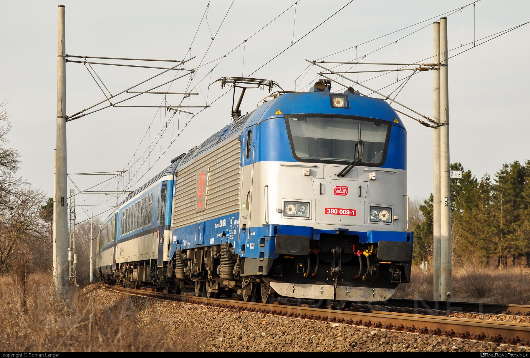 Škoda 109E1 Emil Zátopek - 380 009-1 operated by České dráhy, a.s. #ceskedrahy #emilzatopeklocomotive #locomotive380 #skoda #skoda109e #skoda109elocomotive