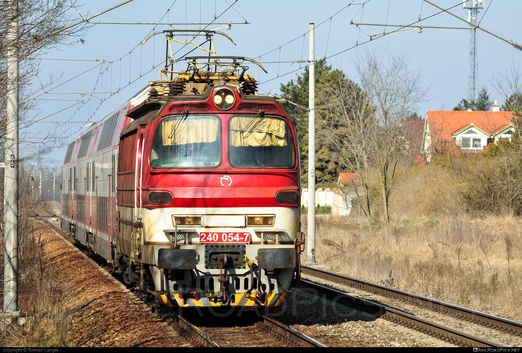 Škoda 47E - 240 054-7 operated by Železničná Spoločnost' Slovensko, a.s. #ZeleznicnaSpolocnostSlovensko #laminatka #locomotive240 #skoda #skoda47e #zssk