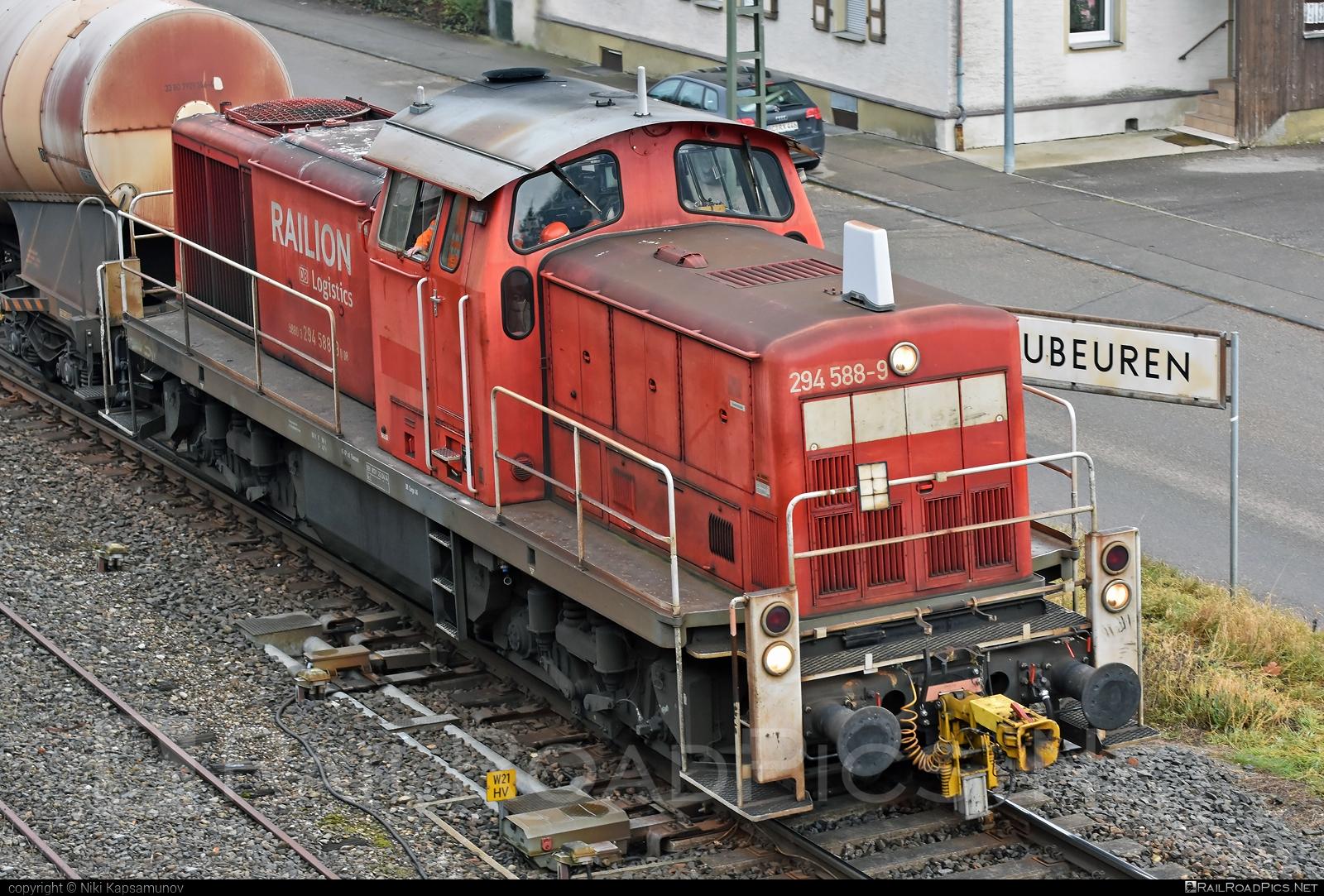 Deutz V90 - 294 588-9 operated by DB Cargo AG #db #dbcargo #dbcargoag #deutz #deutzv90 #locomotiveclassv90 #makv90