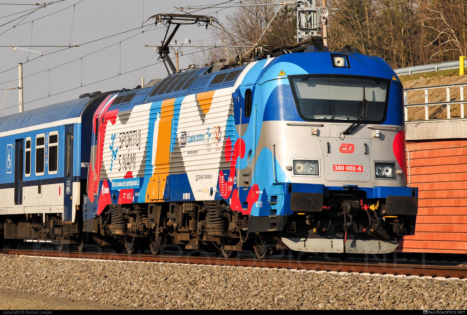 Škoda 109E0 Emil Zátopek - 380 002-6 operated by České dráhy, a.s. #ceskedrahy #emilzatopeklocomotive #locomotive380 #skoda #skoda109e #skoda109elocomotive