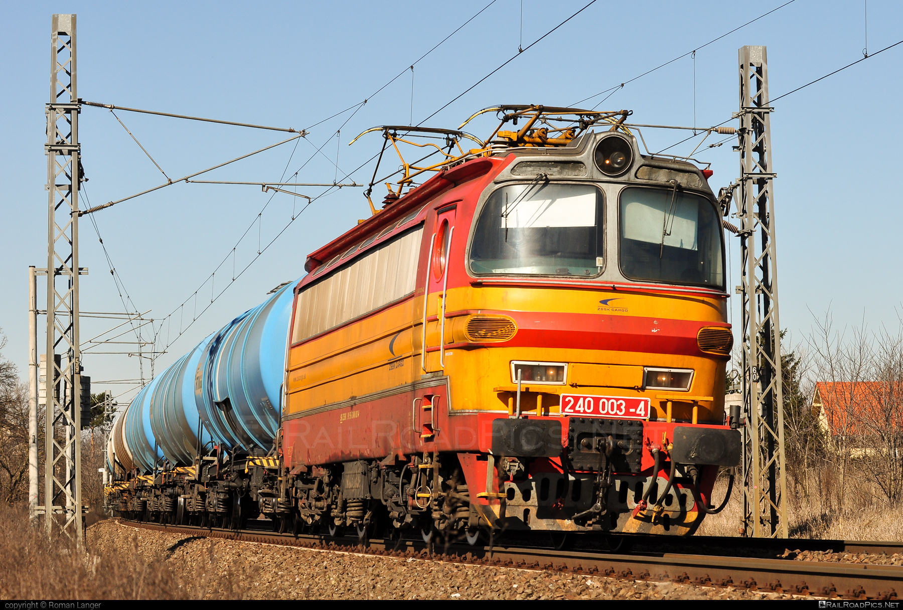 Škoda 47E - 240 003-4 operated by Železničná Spoločnost' Cargo Slovakia a.s. #ZeleznicnaSpolocnostCargoSlovakia #kesselwagen #laminatka #locomotive240 #skoda #skoda47e #tankwagon #zsskcargo