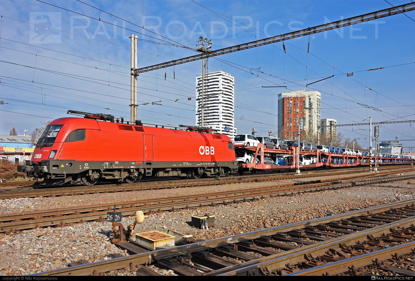 Siemens ES 64 U2 - 1116 137 operated by Rail Cargo Austria AG #carcarrierwagon #es64 #es64u #es64u2 #eurosprinter #obb #osterreichischebundesbahnen #rcw #siemens #siemenses64 #siemenses64u #siemenses64u2 #siemenstaurus #taurus #tauruslocomotive