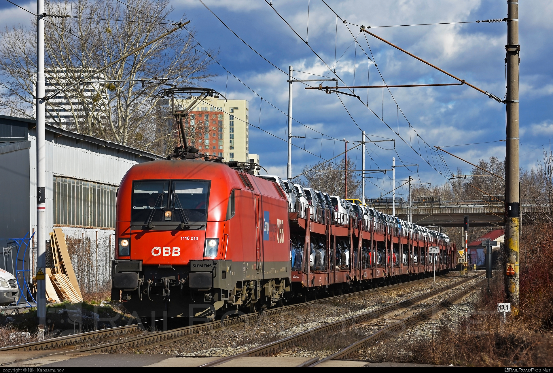 Siemens ES 64 U2 - 1116 013 operated by Rail Cargo Hungaria ZRt. #carcarrierwagon #es64 #es64u #es64u2 #eurosprinter #obb #osterreichischebundesbahnen #rch #siemens #siemenses64 #siemenses64u #siemenses64u2 #siemenstaurus #taurus #tauruslocomotive