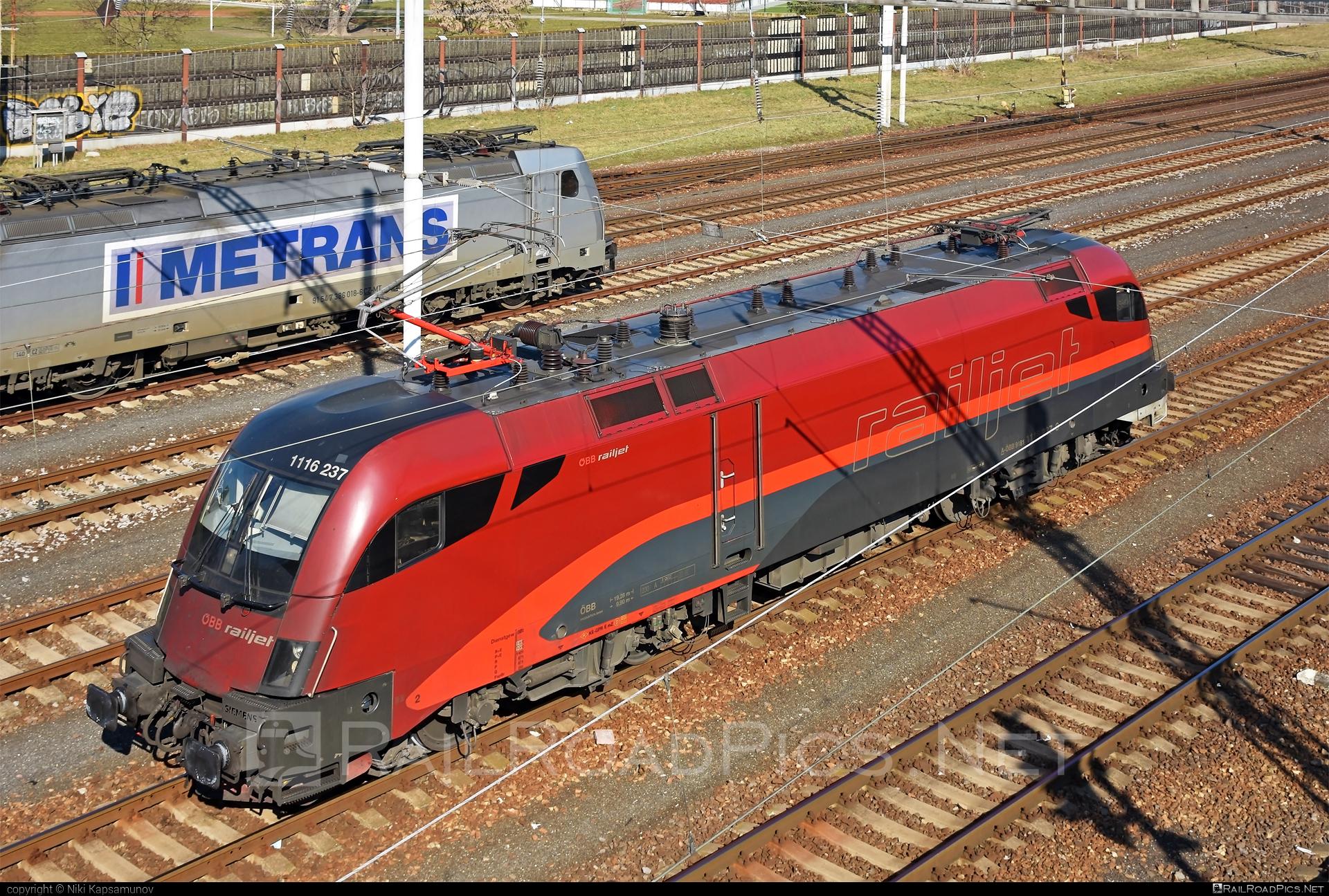 Siemens ES 64 U2 - 1116 237 operated by Rail Cargo Austria AG #es64 #es64u #es64u2 #eurosprinter #obb #osterreichischebundesbahnen #railjet #rcw #siemens #siemenses64 #siemenses64u #siemenses64u2 #siemenstaurus #taurus #tauruslocomotive